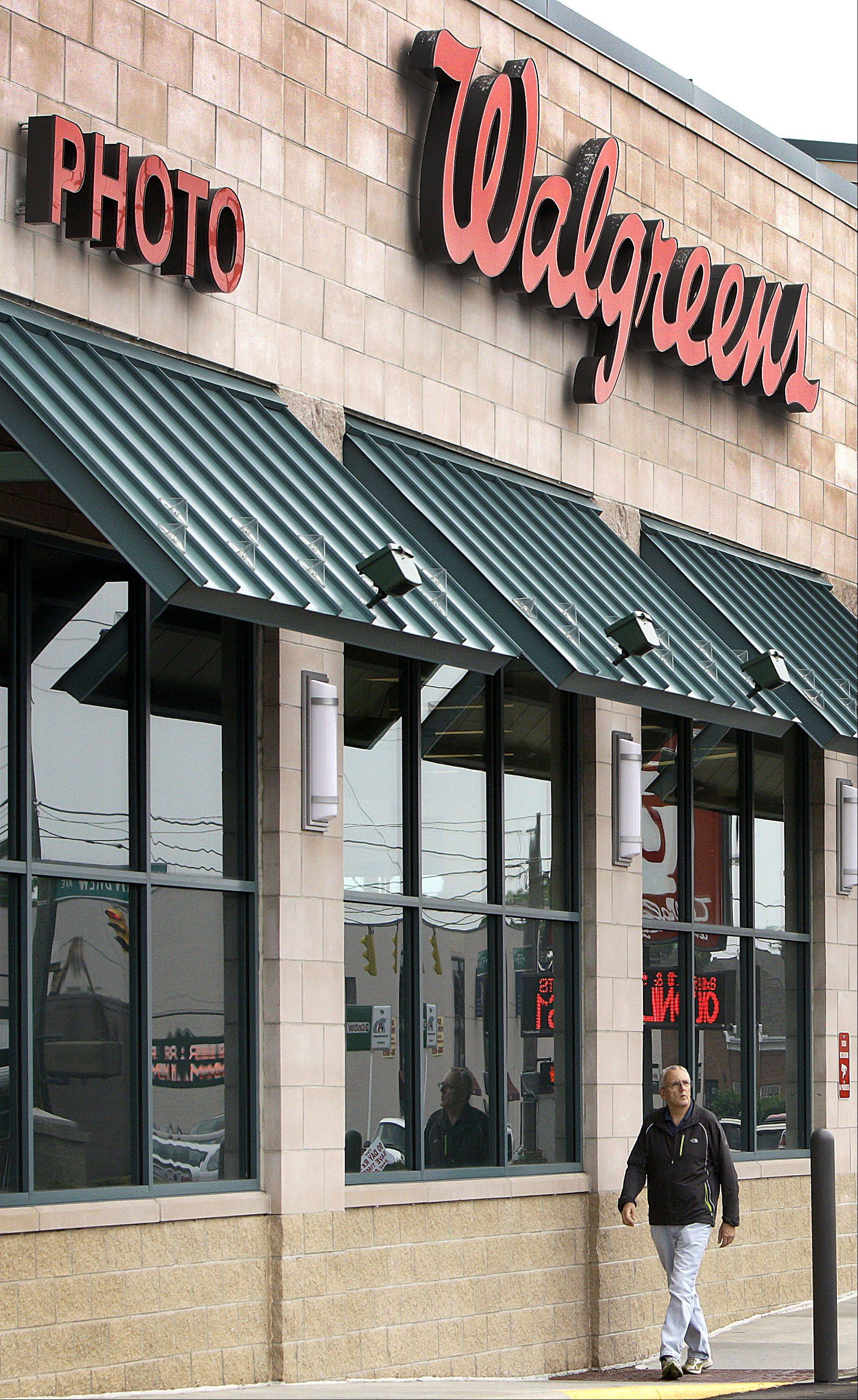 Walgreen Co.'s revenue from established stores climbed slightly last month, as Easter Sunday's earlier appearance compared to last year both helped and hurt the performance of the nation's largest drugstore chain.