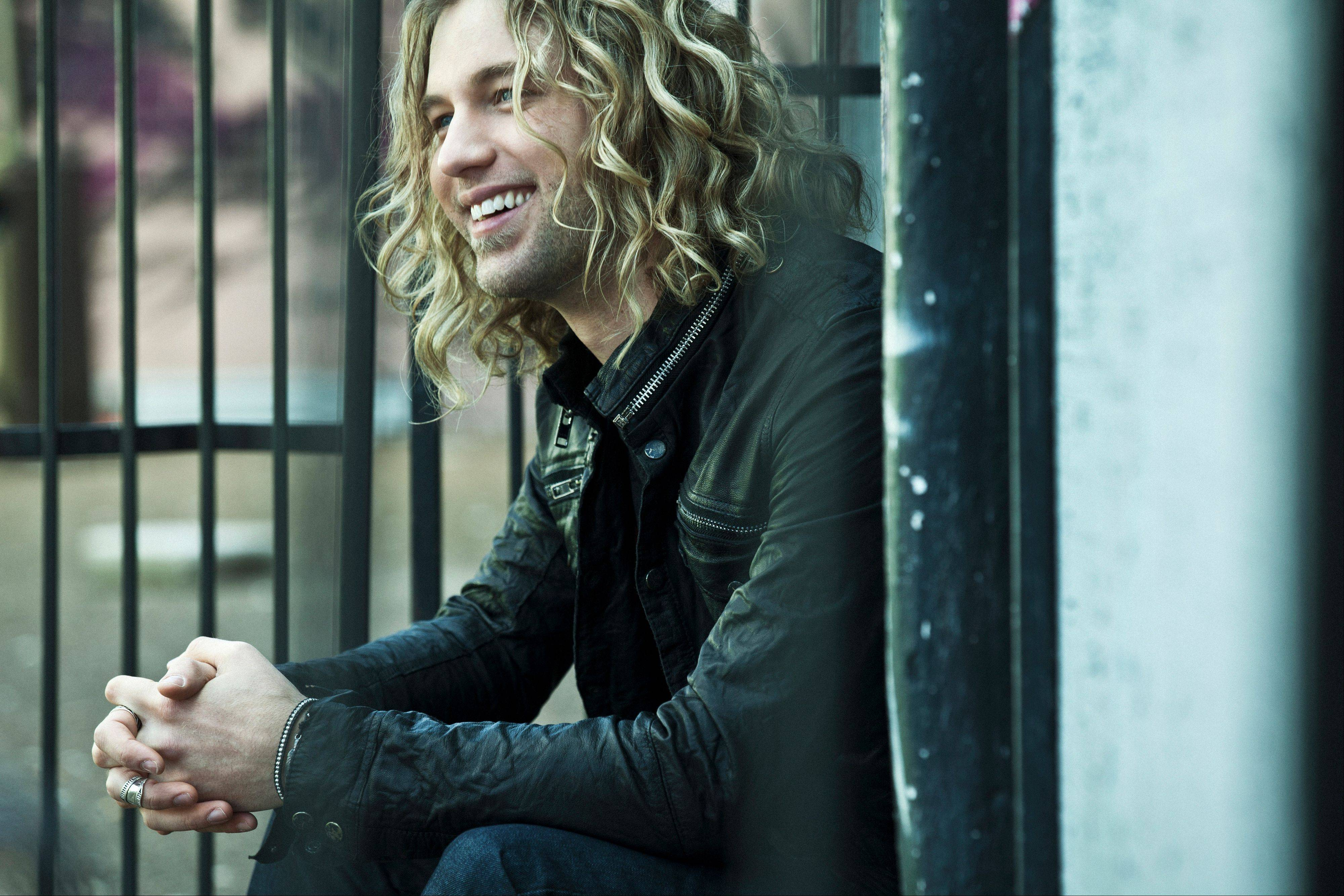 "Country singer Casey James, who finished third during Season 9 of ""American Idol,"" will perform July 4 at Naperville's Ribfest celebration."