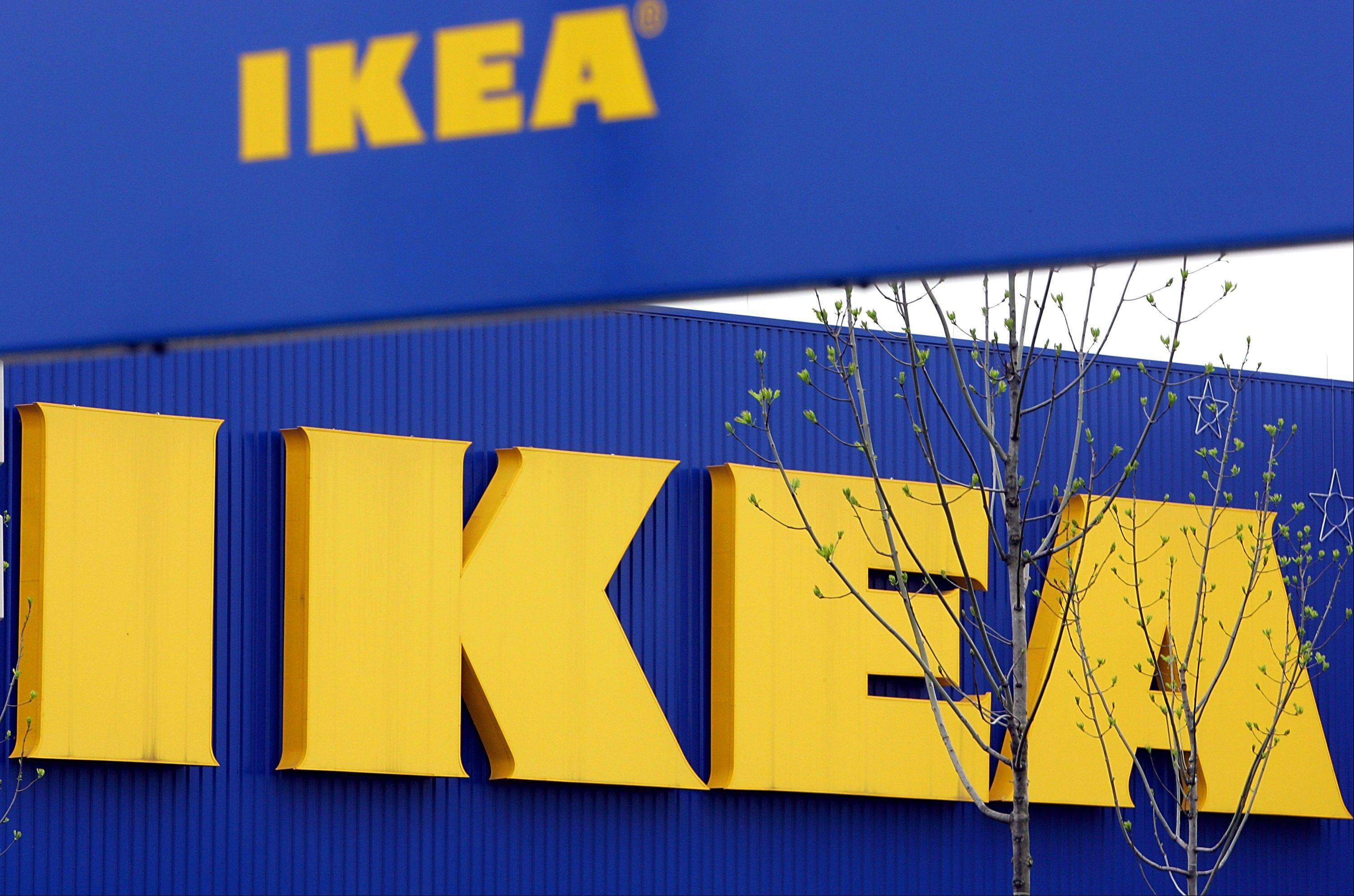 Ikea says it has withdrawn 17,000 portions of moose lasagna from its home furnishings stores in Europe after traces of pork were found in a batch tested in Belgium.