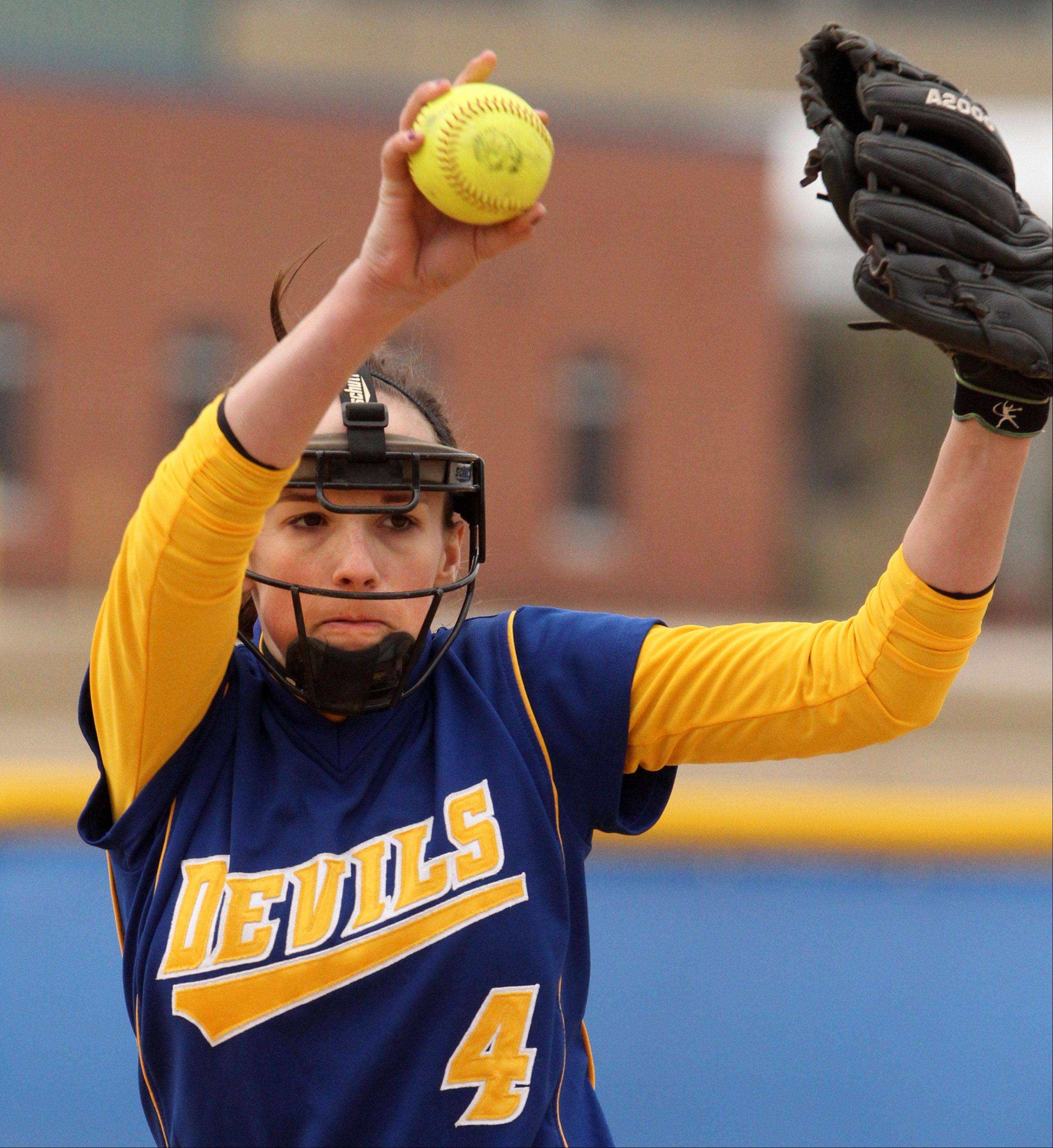 Warren pitcher Jana Wagner against Carmel at Warren on Saturday.