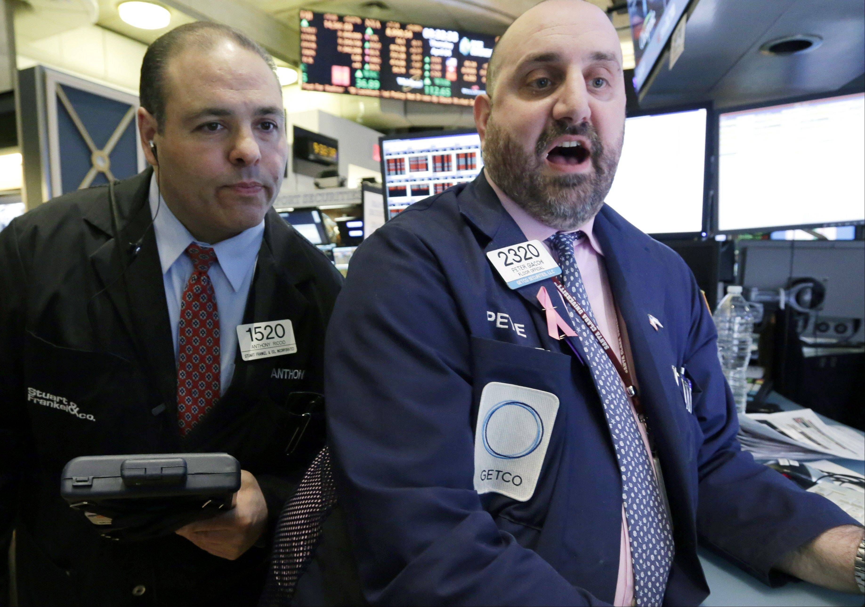 What stocks do the pros like? They want stocks are cheap. That can be a $10 stock or a $100 stock -- what matters is whether the stock price still has room to grow. They scrutinized cash flow and debt levels to get an idea of what a company is really worth. And they liked stocks that paid dividends, which are cash payouts that companies can give to shareholders each quarter.