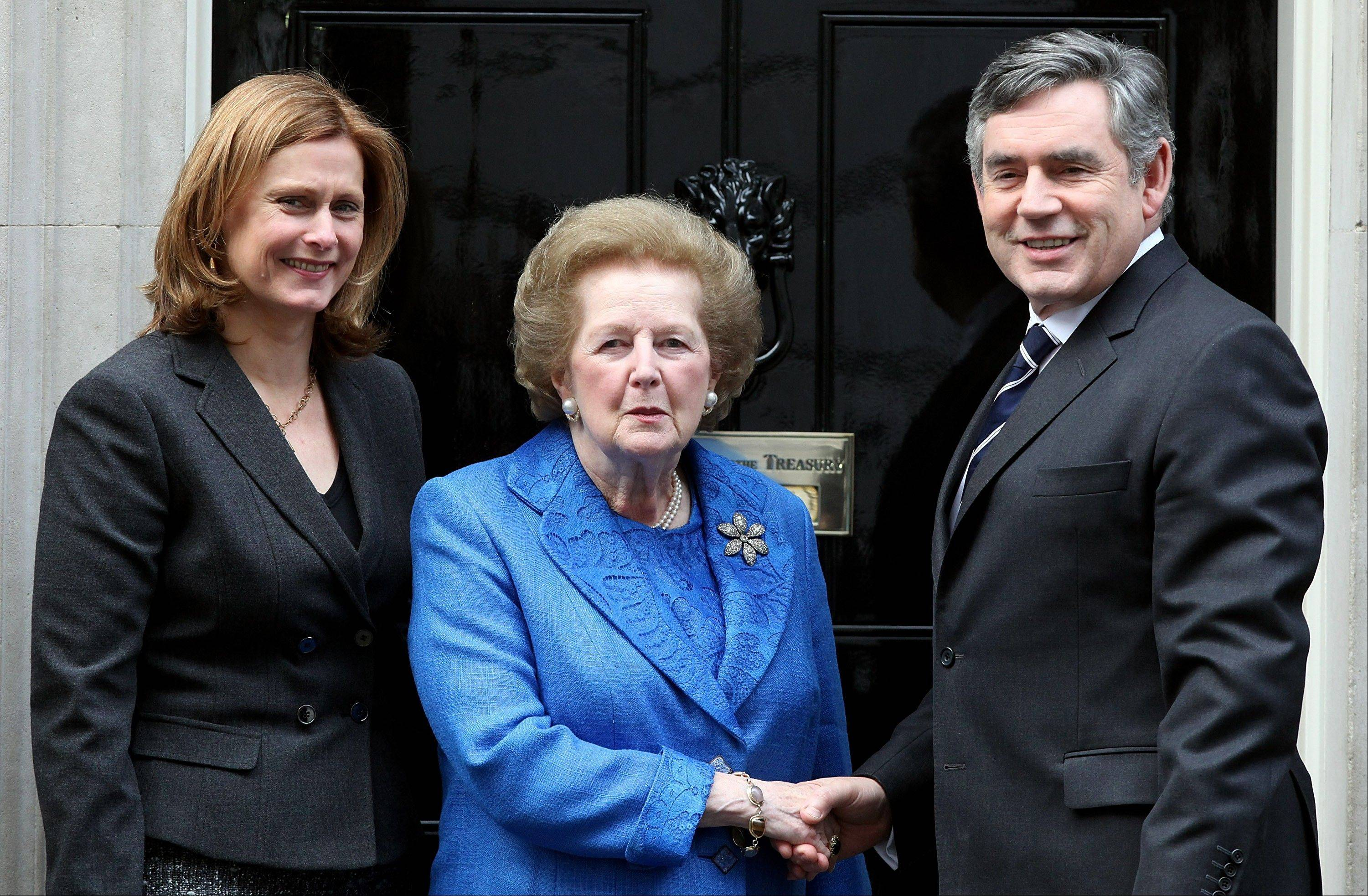 Gordon Brown, U.K. prime minister, right, and his wife Sarah, left, stand with Margaret Thatcher, the former U.K. Prime Minister, center, on the steps of 10 Downing Street, in London, U.K., on Monday, Nov. 23, 2009. Thatcher, the former U.K. prime minister who helped end the Cold War and was known as the �Iron Lady� for her uncompromising style, died today. She was 87.