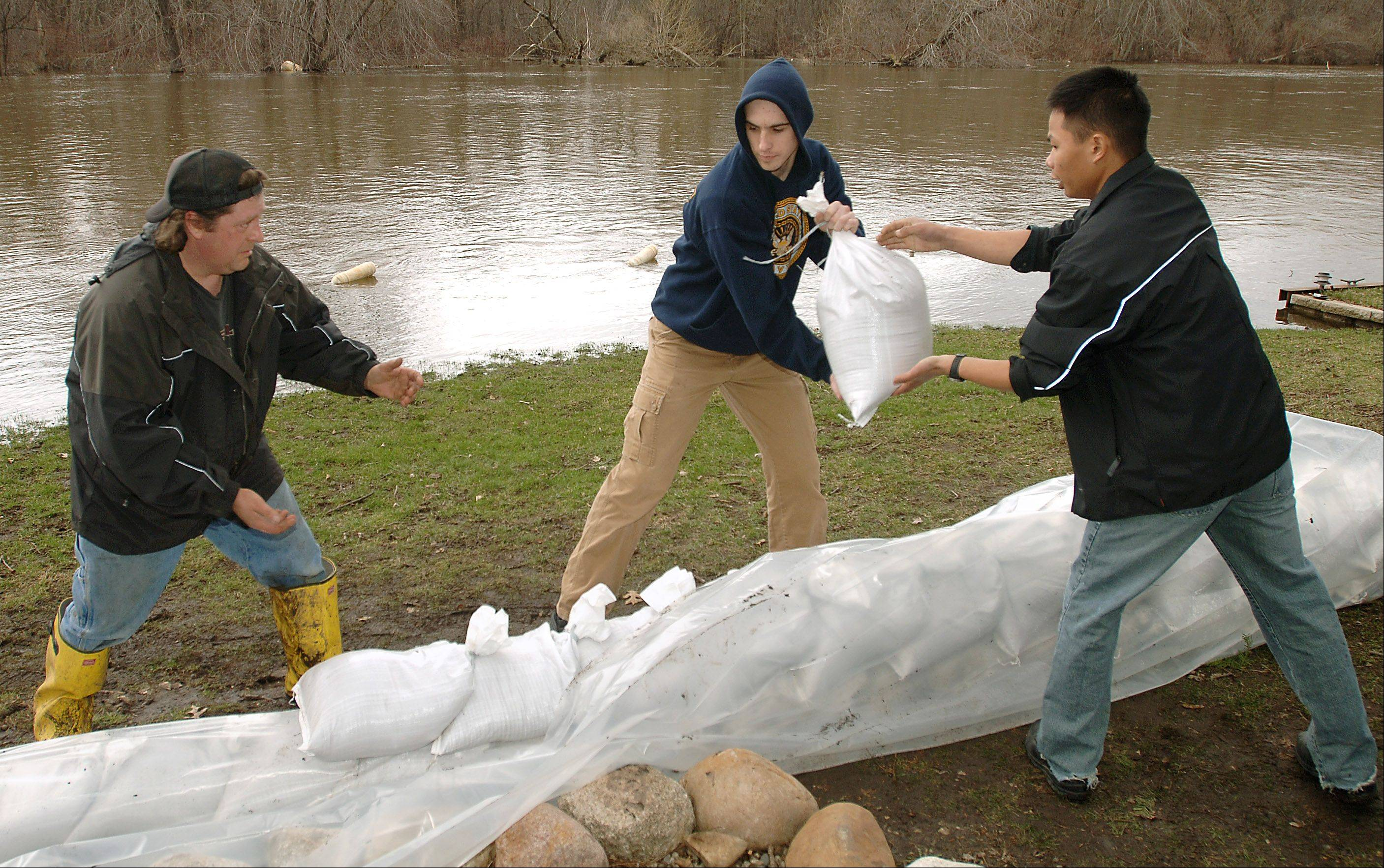 Fox River Springs subdivision homeowners sandbag along the Fox River in Antioch Township in 2008.