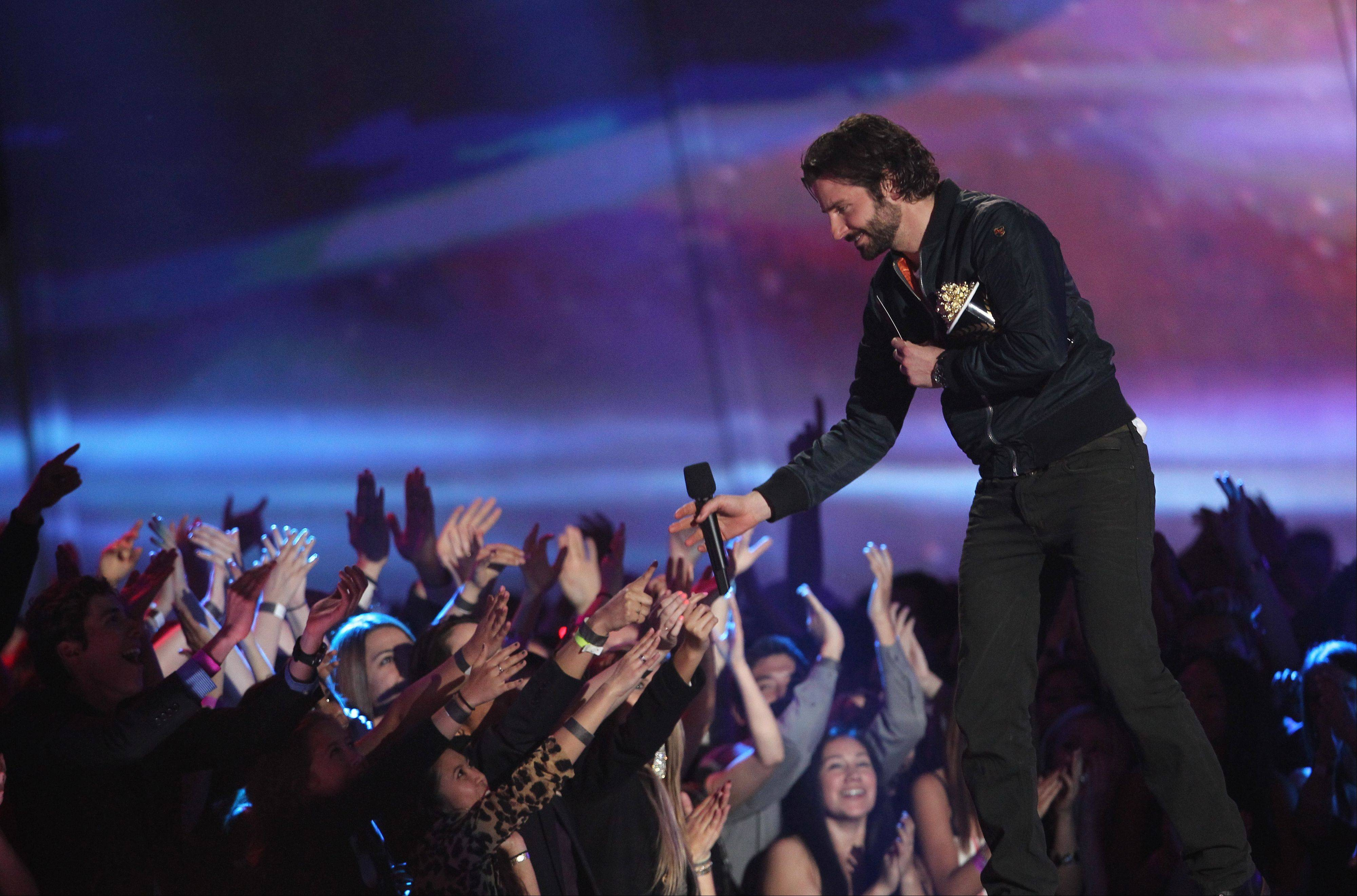 "Bradley Cooper accepts the award for best kiss for ""Silver Linings Playbook"" at the MTV Movie Awards in Sony Pictures Studio Lot in Culver City, Calif., on Sunday April 14, 2013."