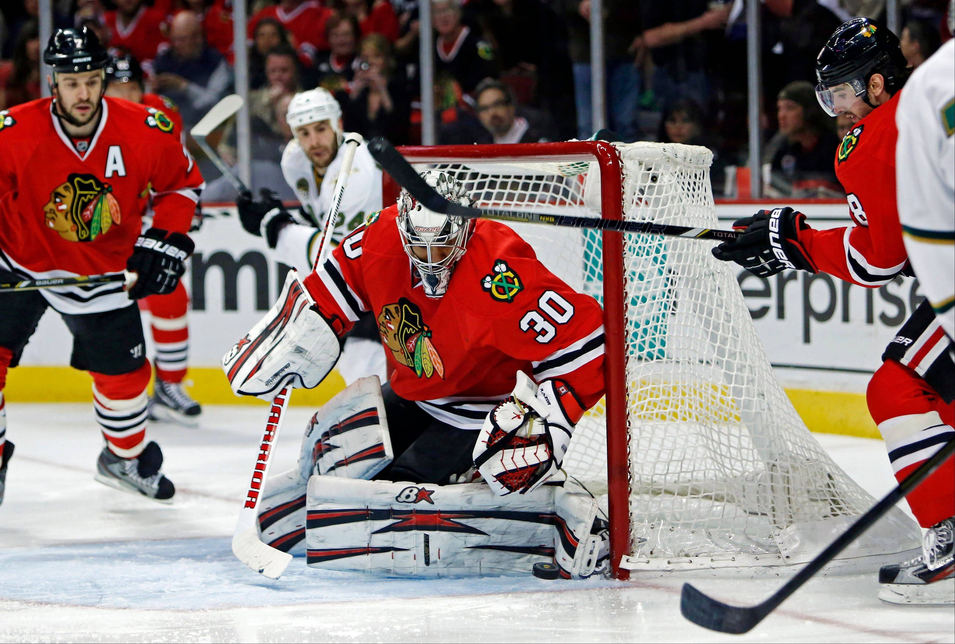 Blackhawks goalie Ray Emery makes a save during the first period against the Dallas Stars in an NHL hockey game in Chicago Monday.