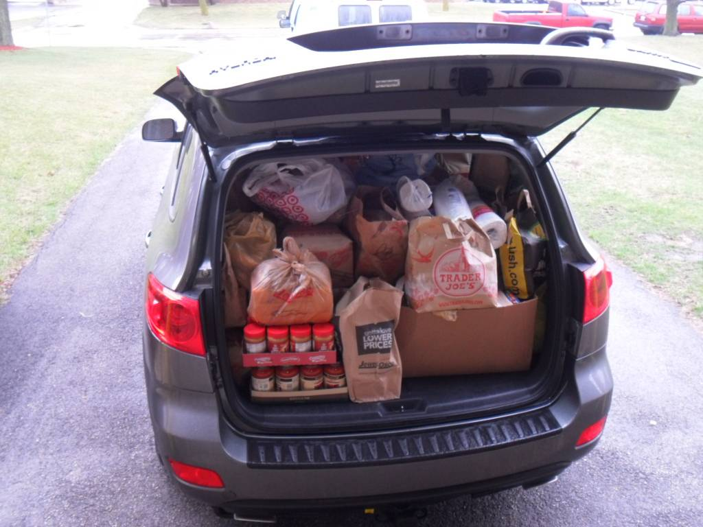 Divine Savior's food drive being delivered to HSP's Center.