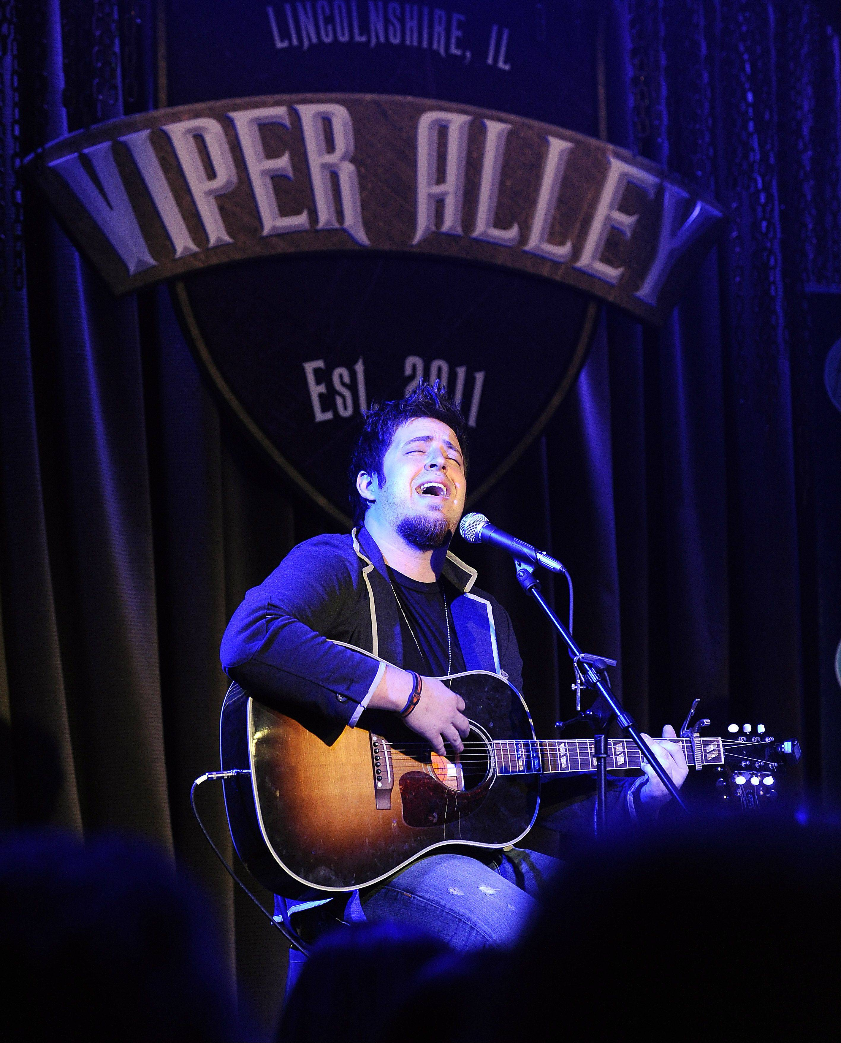 "Mount Prospect native and past ""American Idol"" winner Lee DeWyze played the grand opening of Lincolnshire's Viper Alley in 2011. He performs at the venue again on Friday."