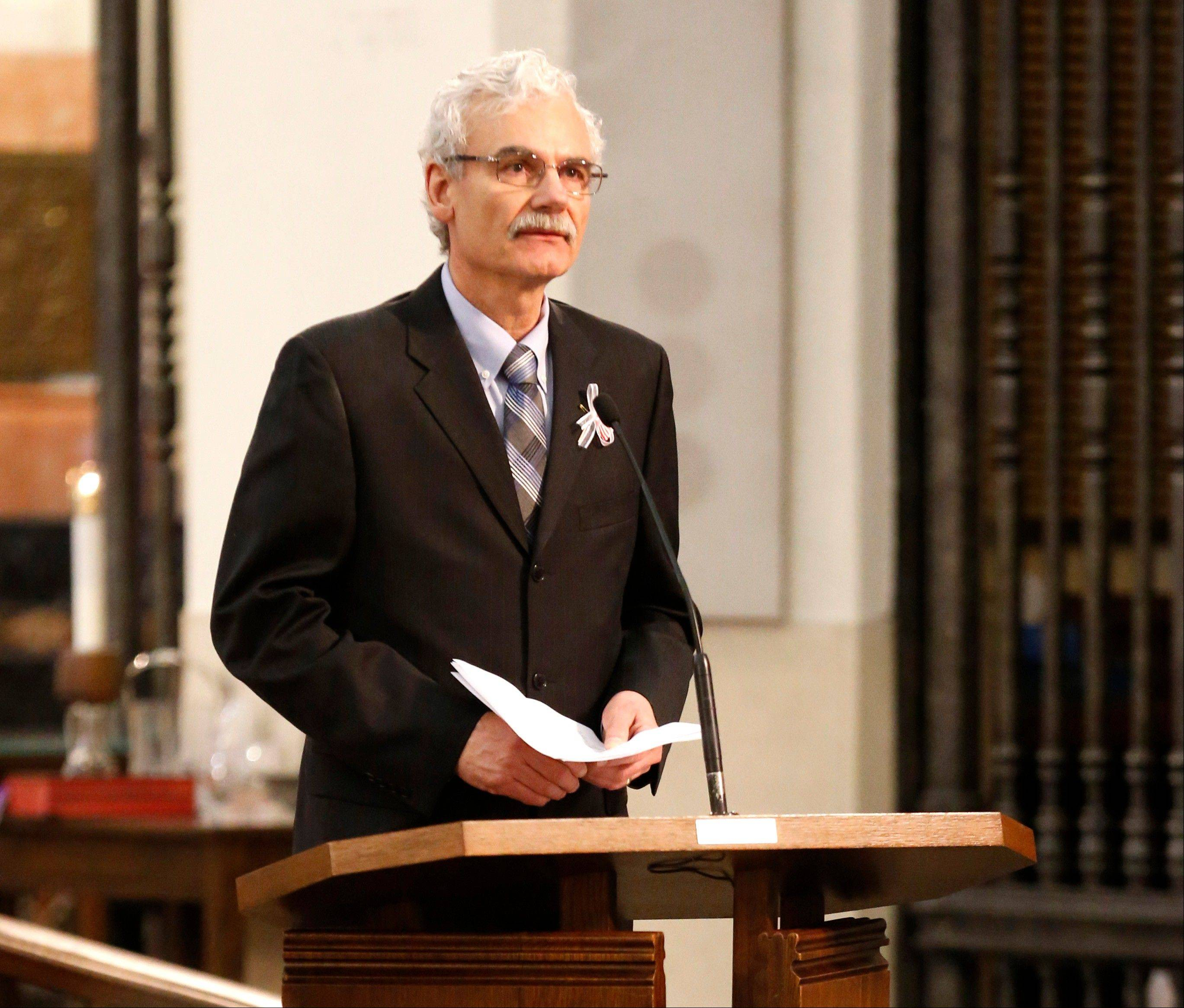 Tom Smedinghoff, father of U.S. diplomat Anne Smedinghoff, eulogizes his daughter Wednesday during her funeral Mass at St. Luke Catholic Church in River Forest.