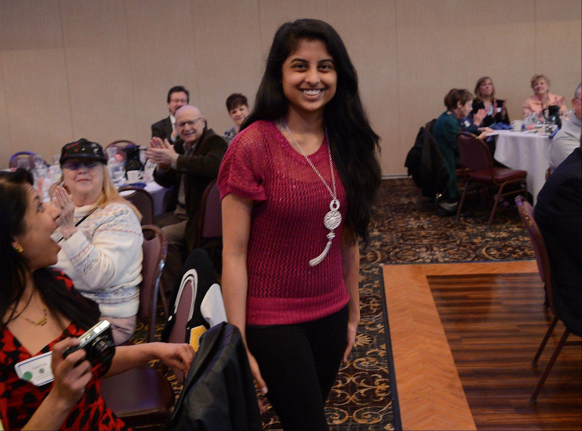 Isha Jog accepts her 2013 Youth Award at the Schaumburg Volunteer of the Year awards luncheon.