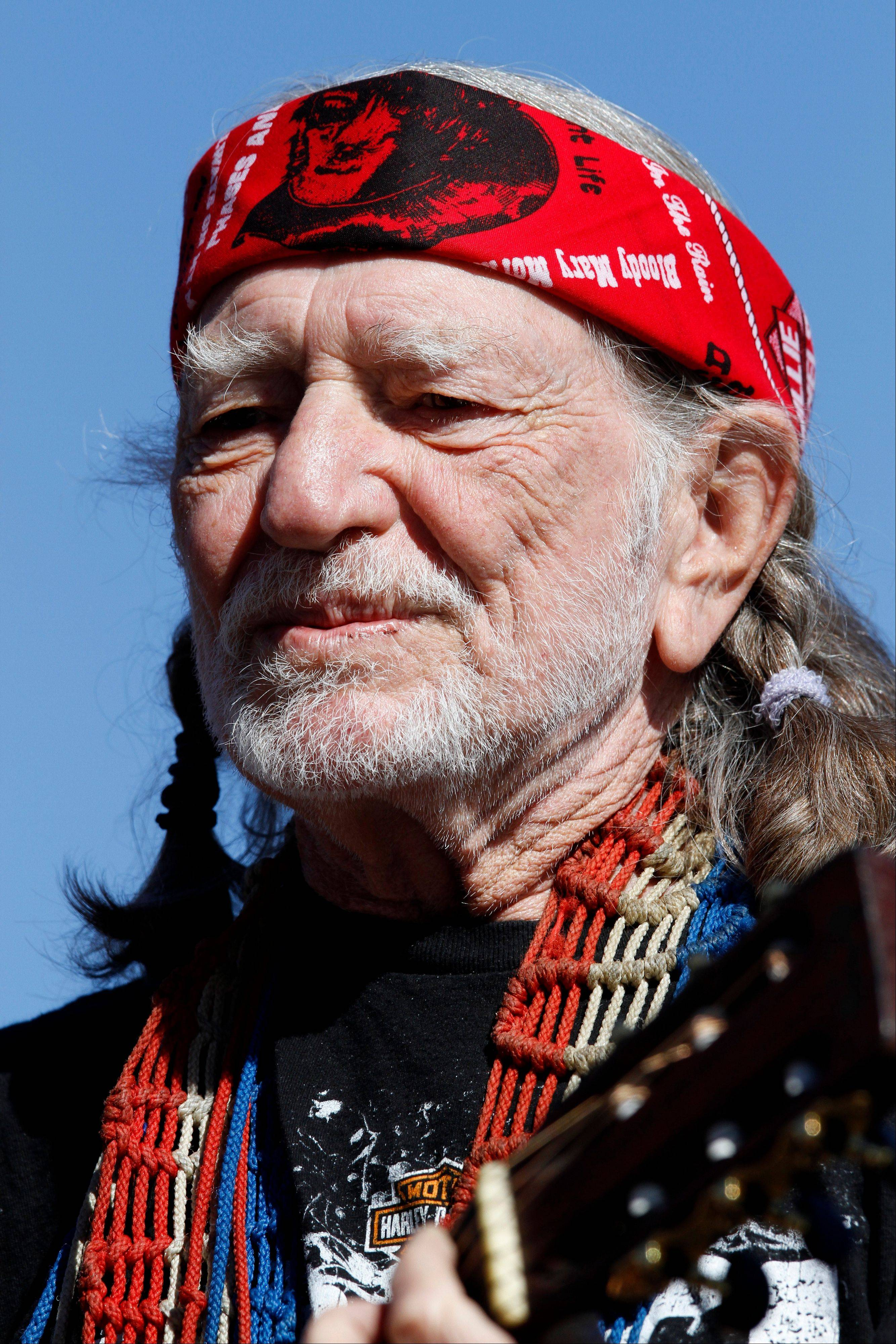 Country icon Willie Nelson sends prayer tweet after Texas blast