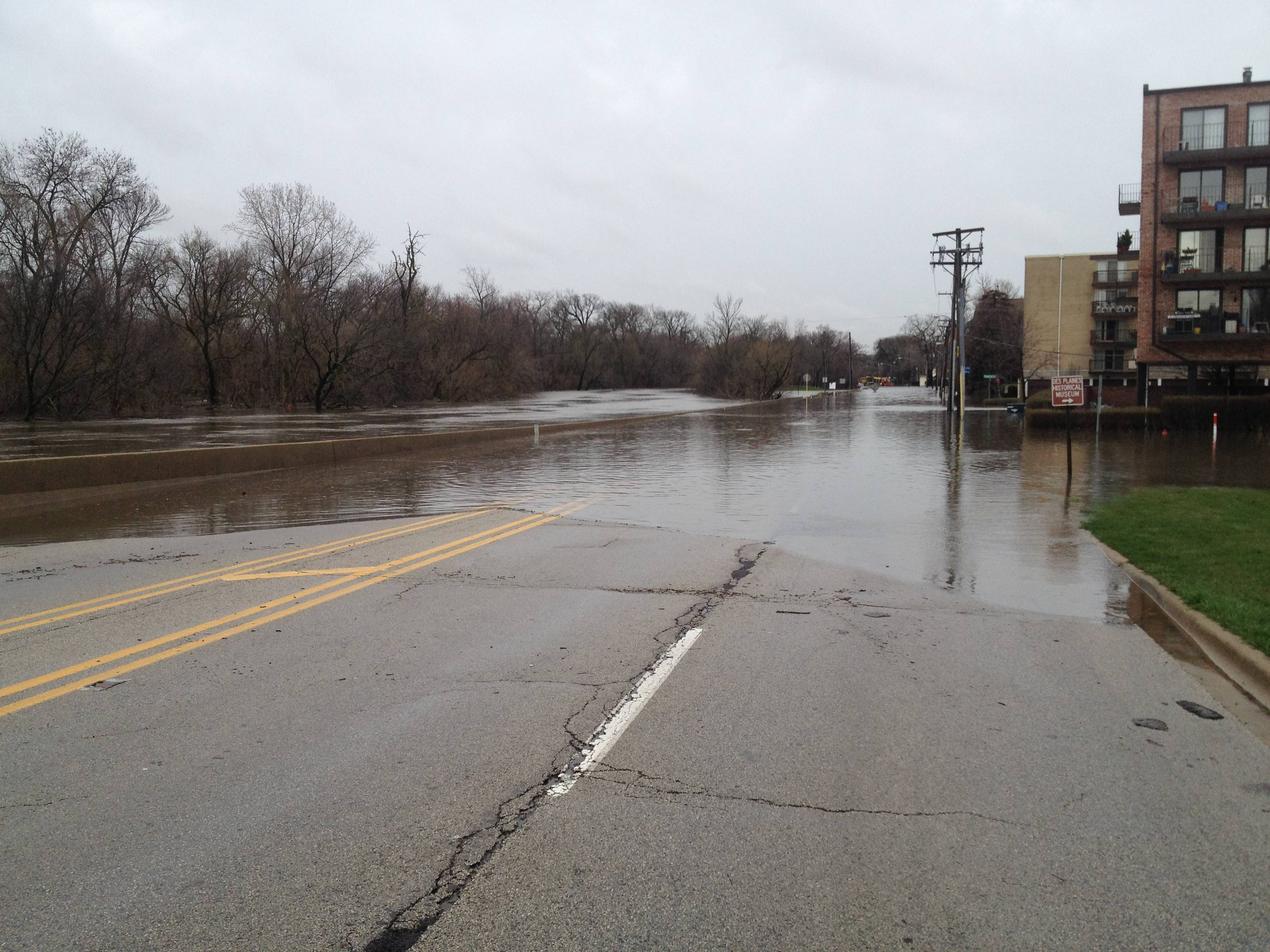Southbound River Road in downtown Des Plaines.