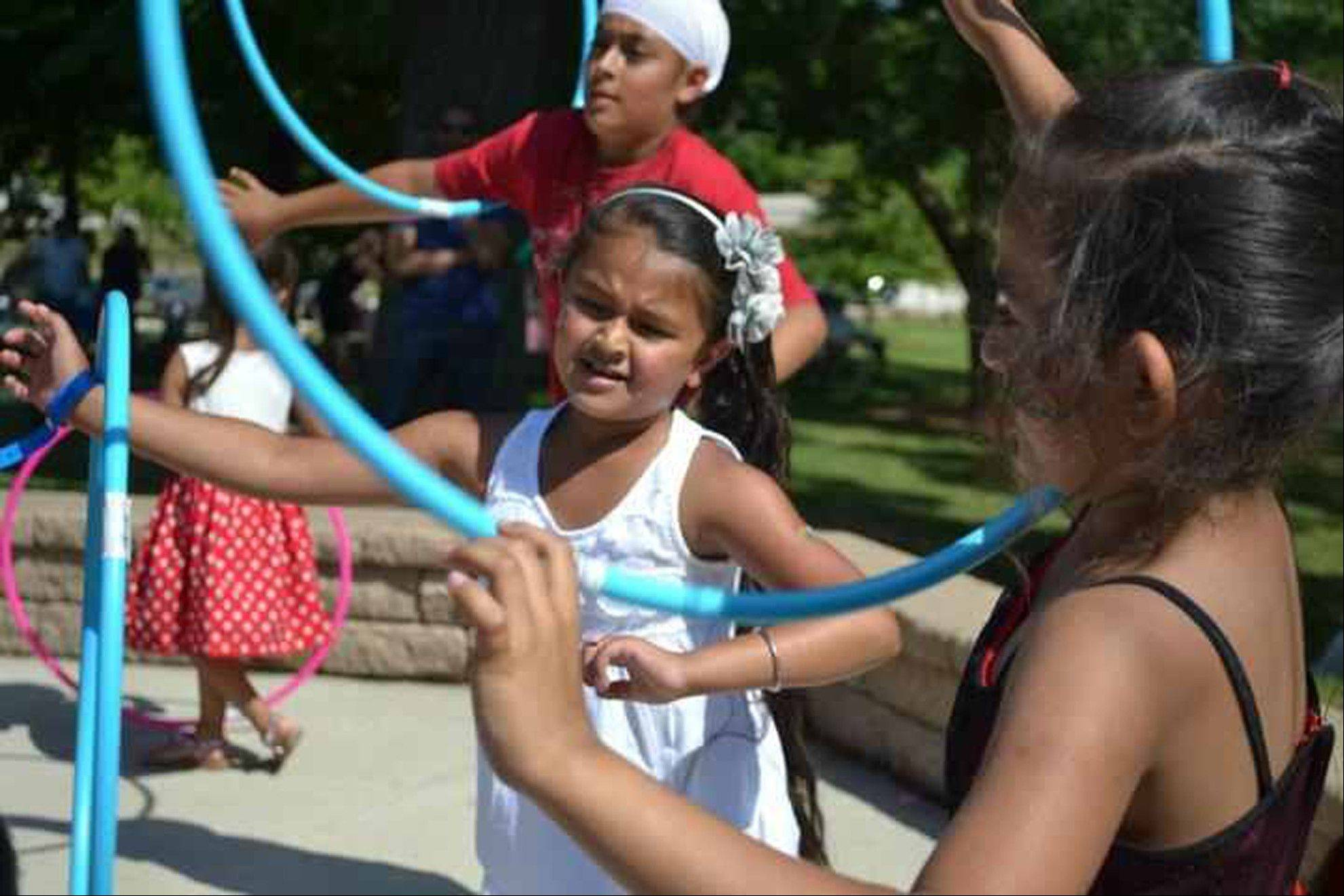 Hula hooping games and other fun tasks are a cool ways for party guests to win prizes that they can take home as favors.
