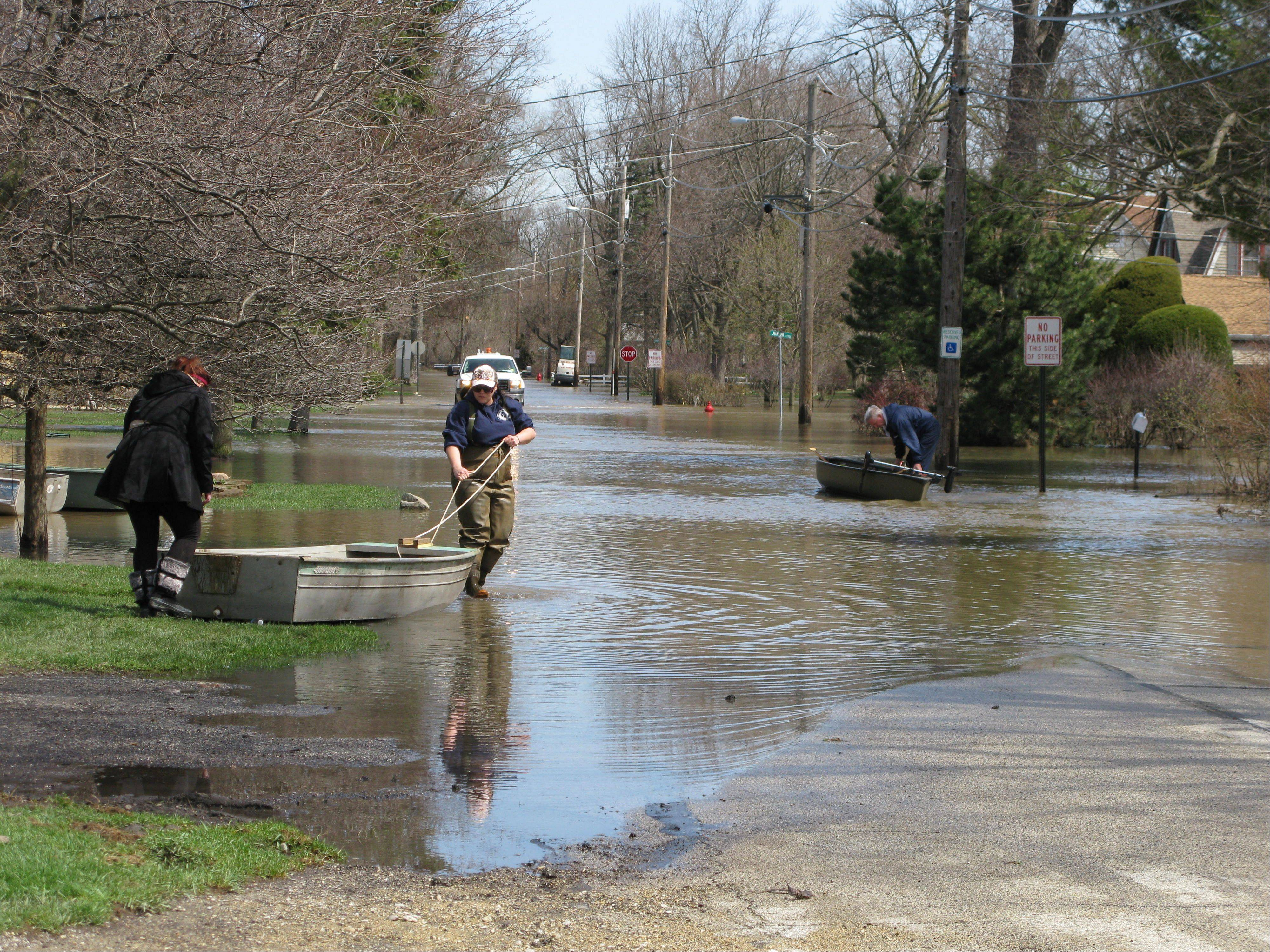 Des Plaines residents and city crews began post-flooding cleanup and damage assessment in earnest Monday.
