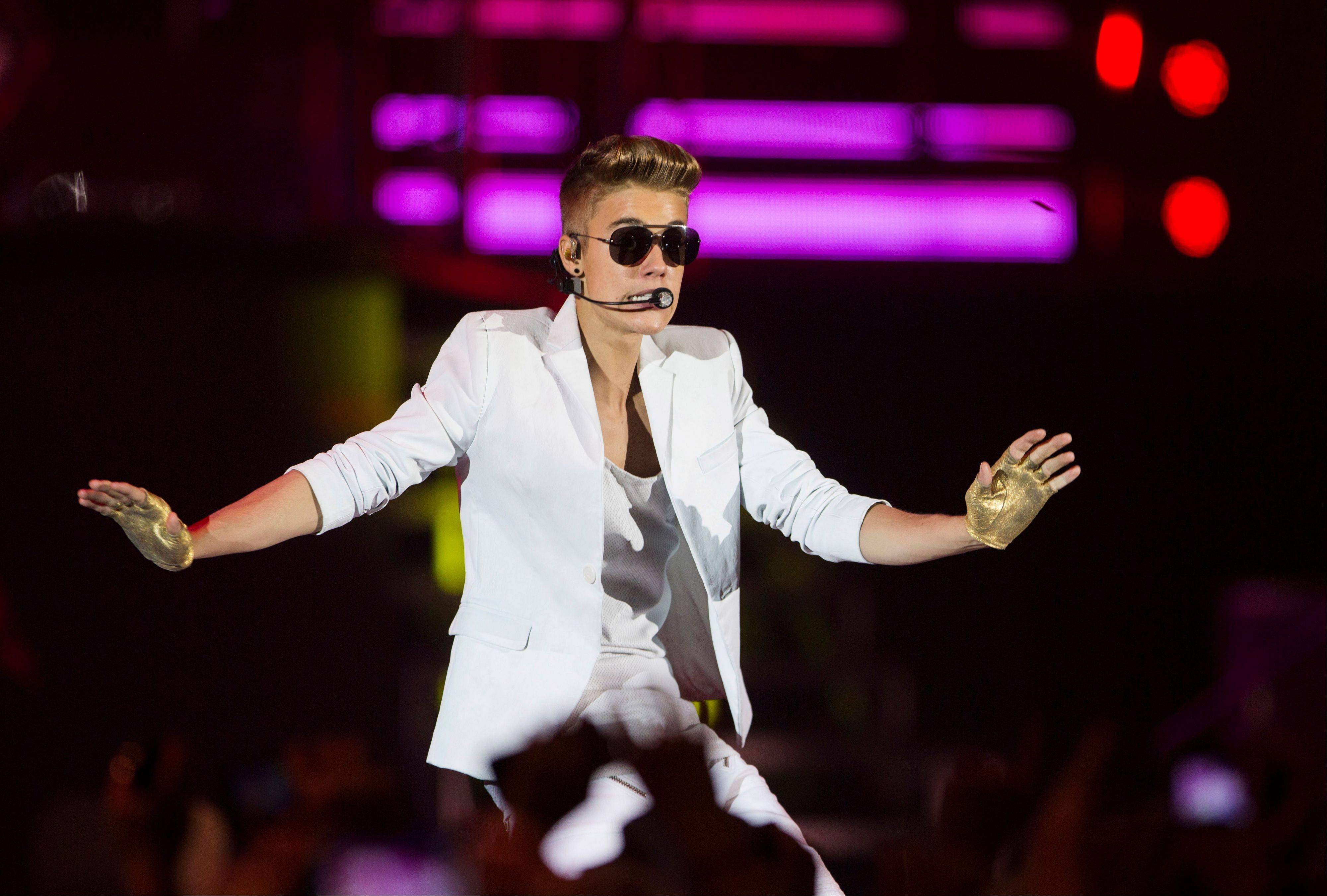 Swedish police say they have found drugs on board a tour bus used by Canadian pop singer Justin Bieber.