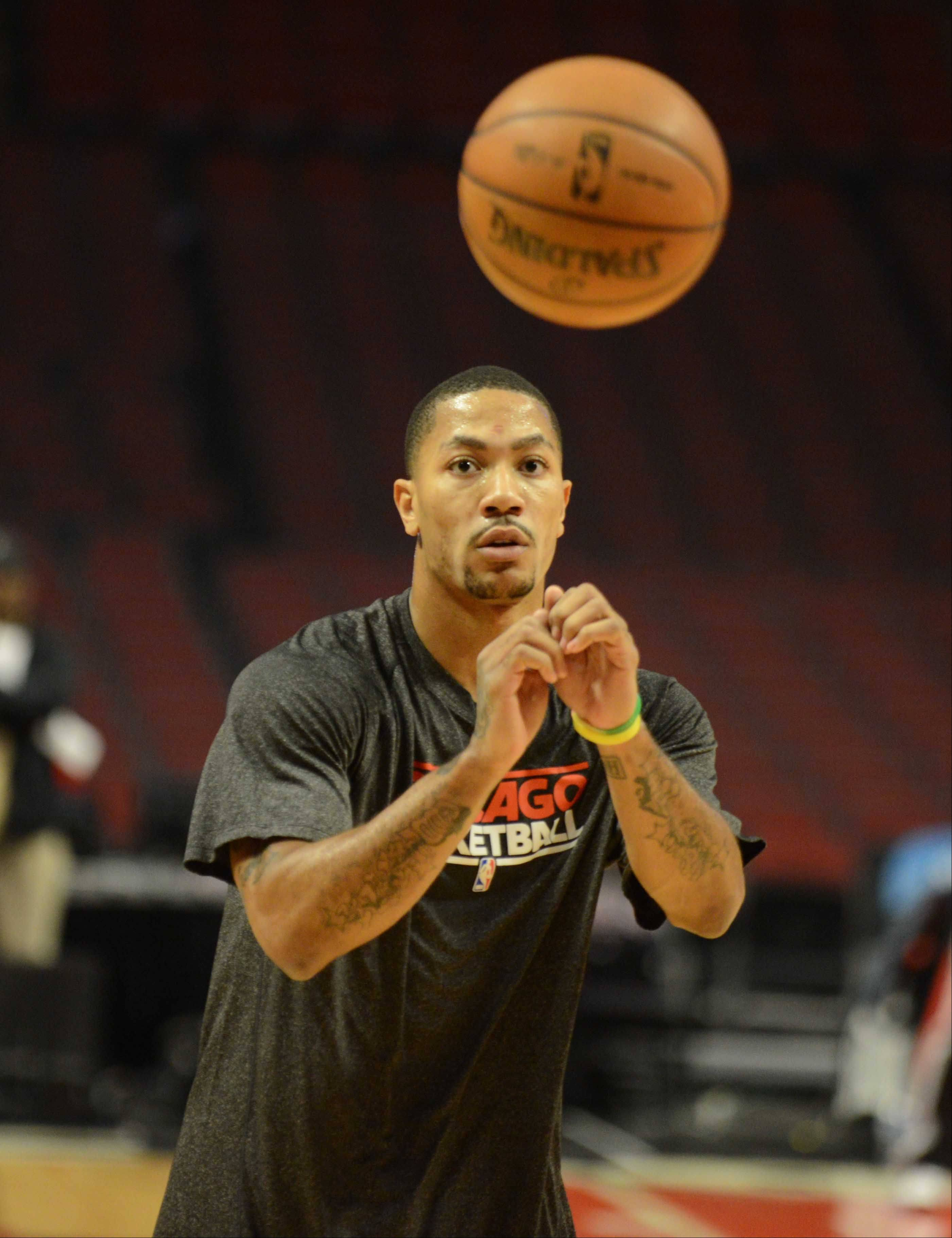Derrick Rose takes part in warm-ups.