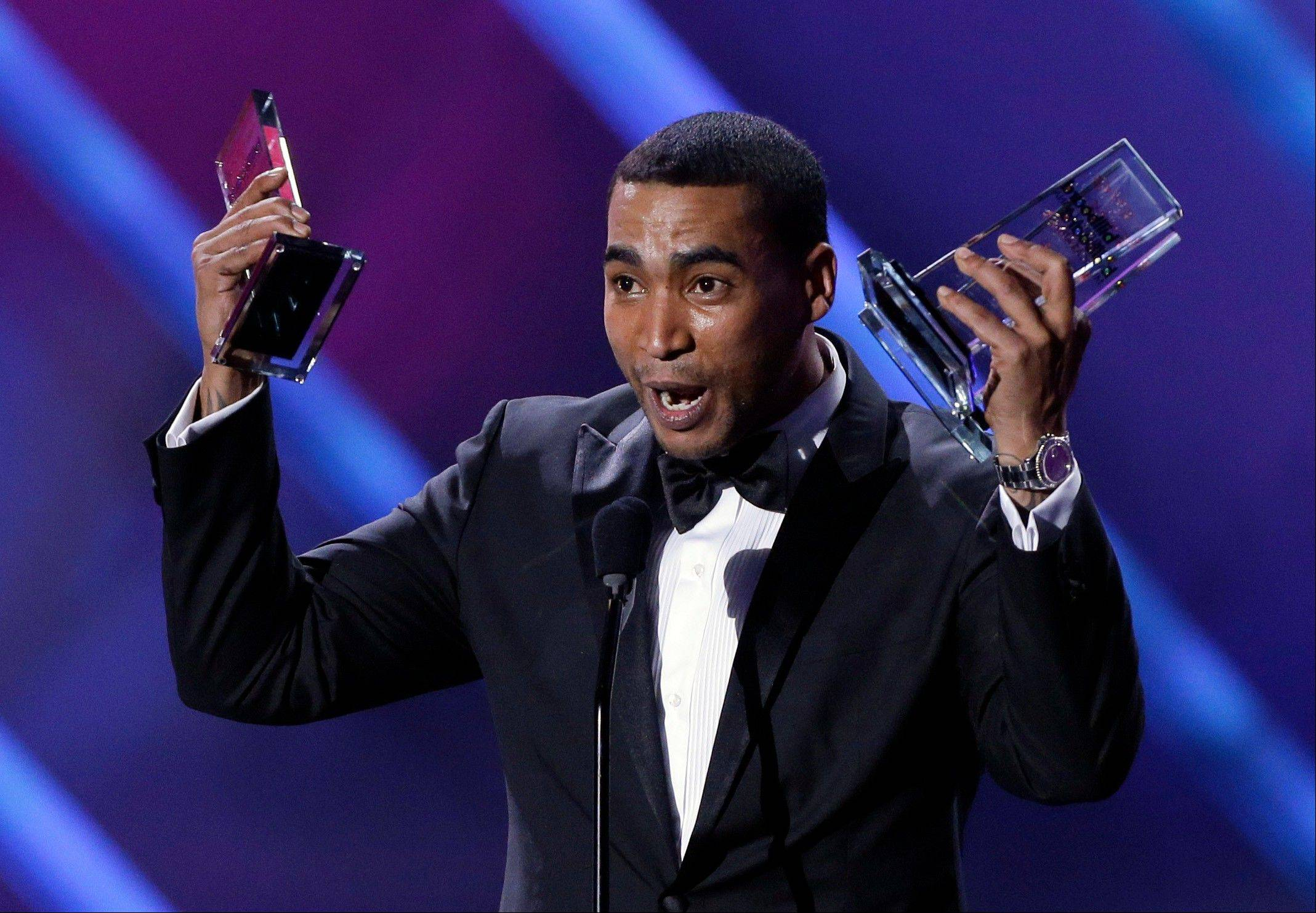 Singer Don Omar receives his tenth award at the Latin Billboard Awards in Coral Gables, Fla., Thursday.