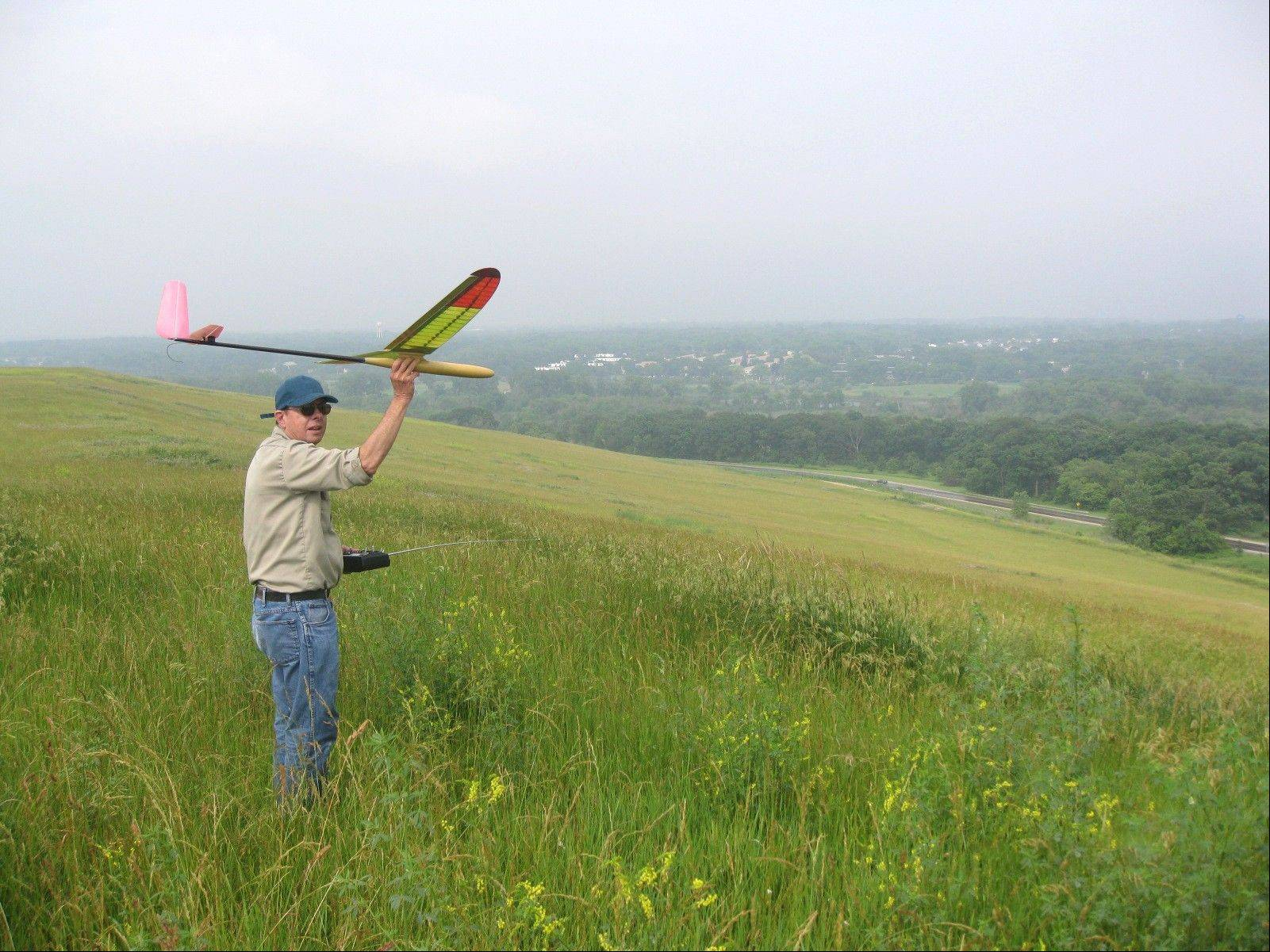 Permit holders may fly nonpowered model gliders and sailplanes at the Greene Valley Forest Preserve overlook.