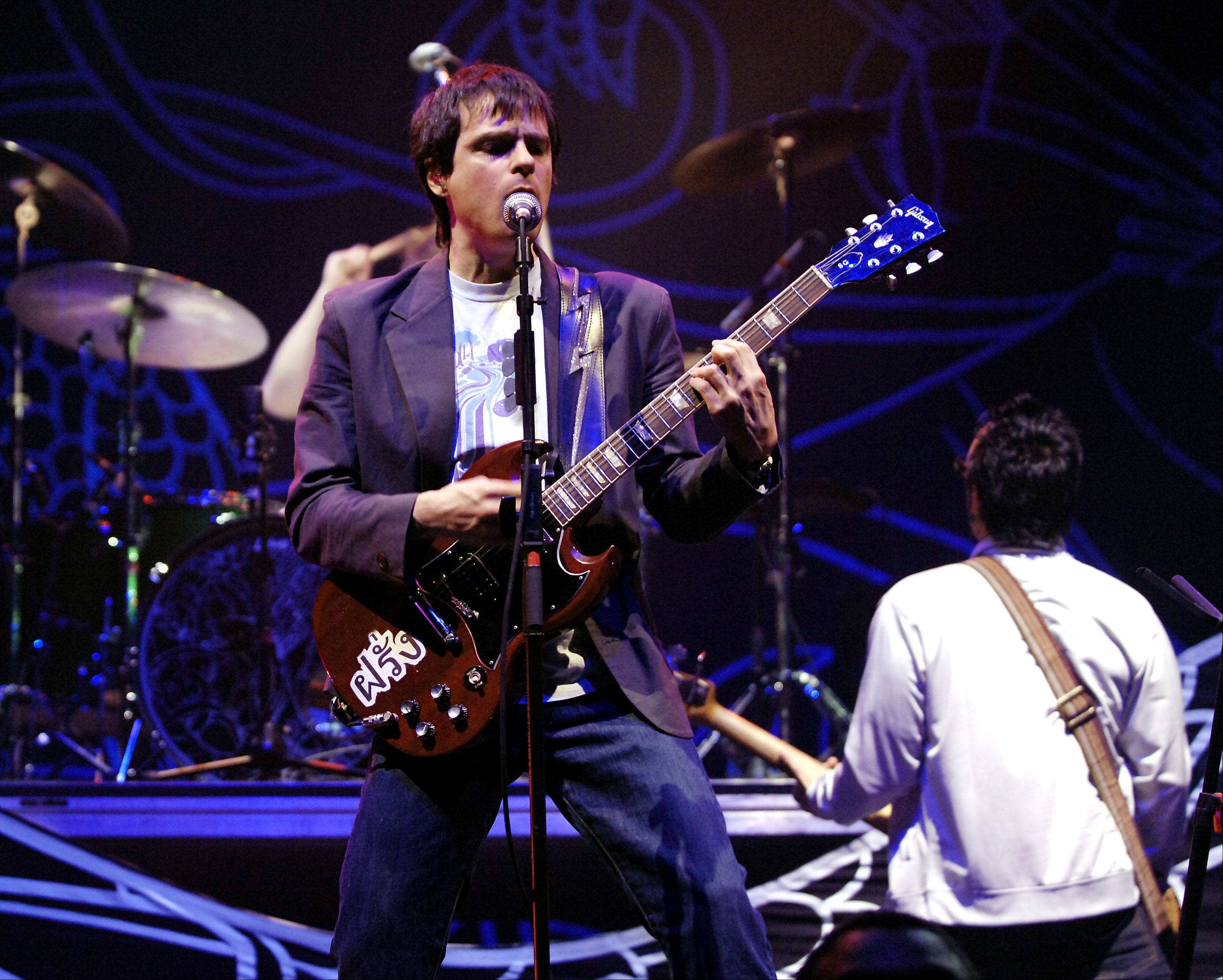 Rivers Cuomo and Weezer, seen here in 2005 at Allstate Arena, will play a free concert June 22 at Woodfield Mall.