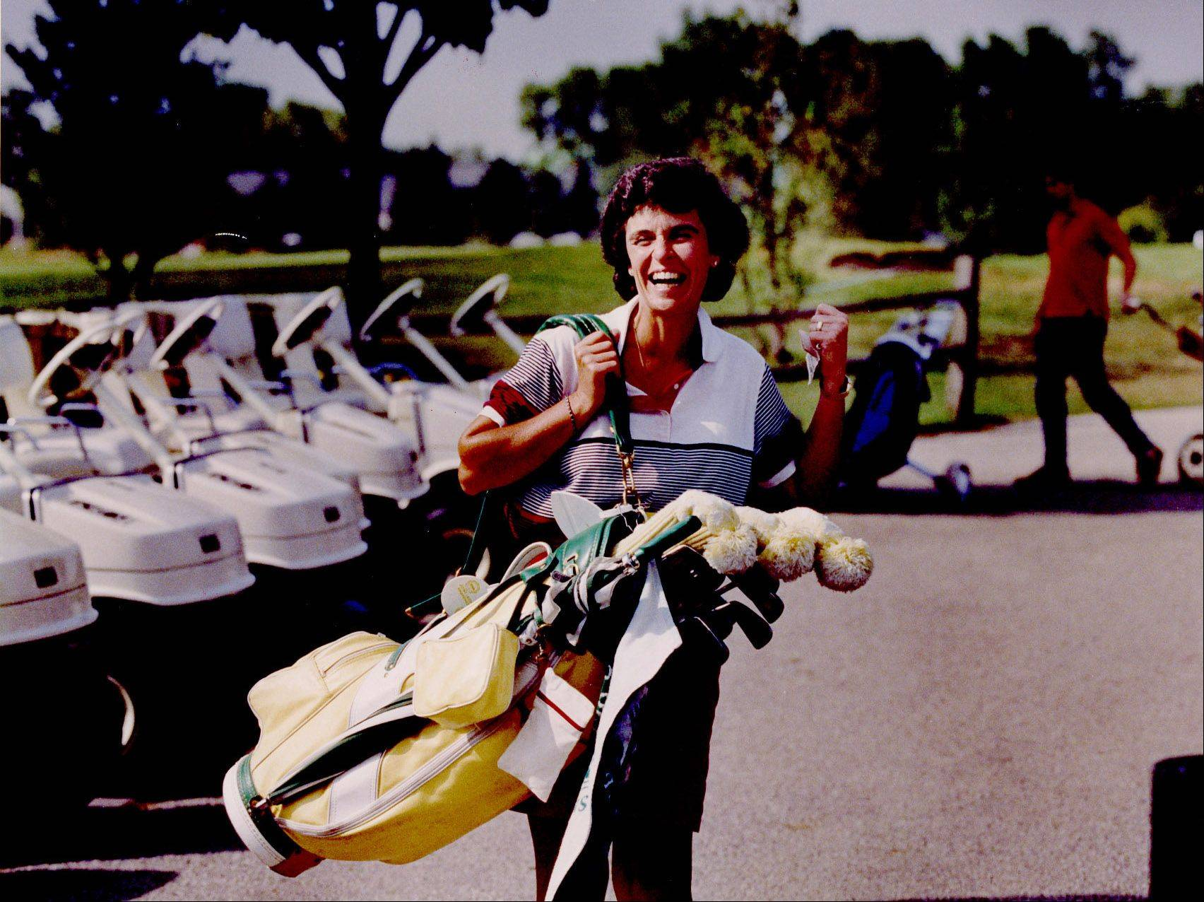 Arlington Heights Village Trustee Arlene Mulder walks to the tee at Arlington Lakes Golf Club, at a 1991 outing.
