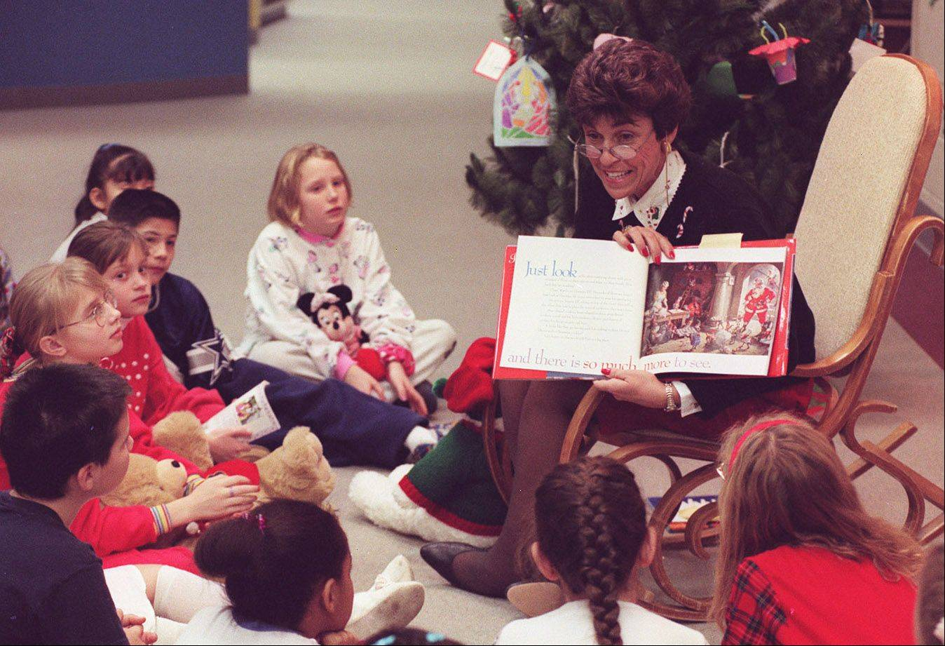 Arlington Heights Mayor Arlene Mulder reads to John Jay School students during a Read Me a Story slumber party in 1996.