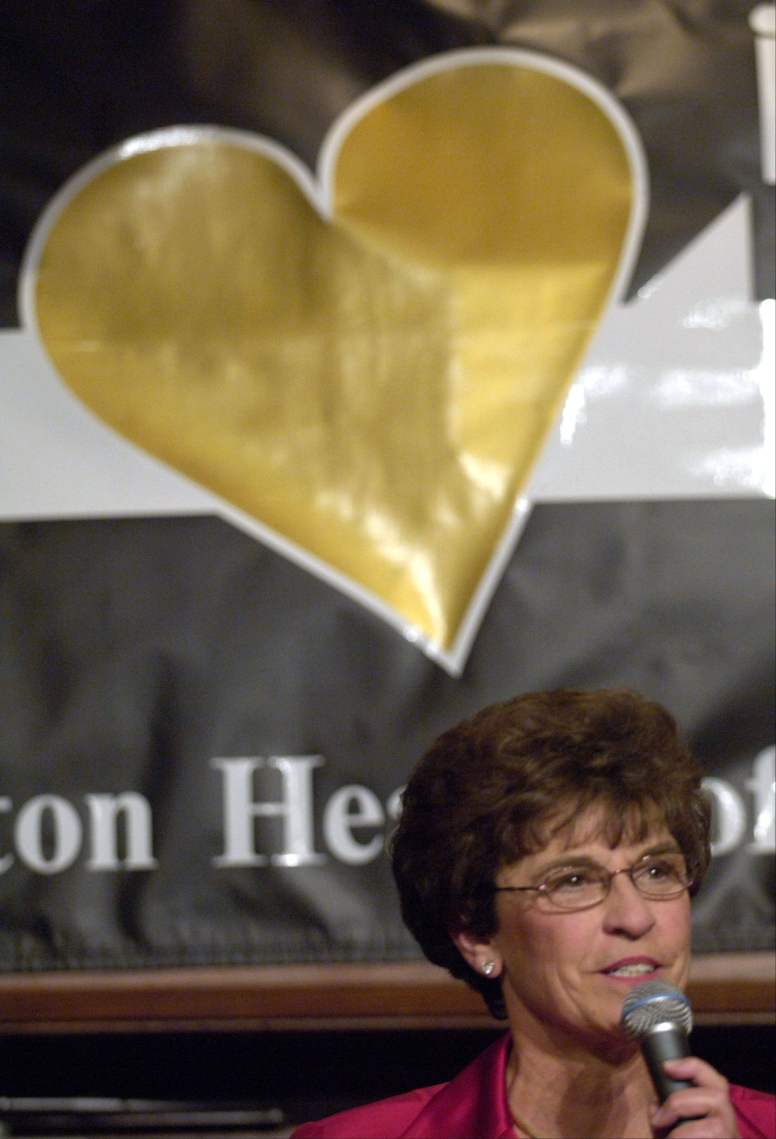 Village President Arlene Mulder welcomes guests and honorees to the annual Hearts of Gold dinner, held Feb. 18, 2006 at the Sheraton Chicago Northwest Hotel.