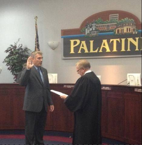 Judge William O. Maki administers the oath of office to Palatine Mayor Jim Schwantz, who begins his second term.