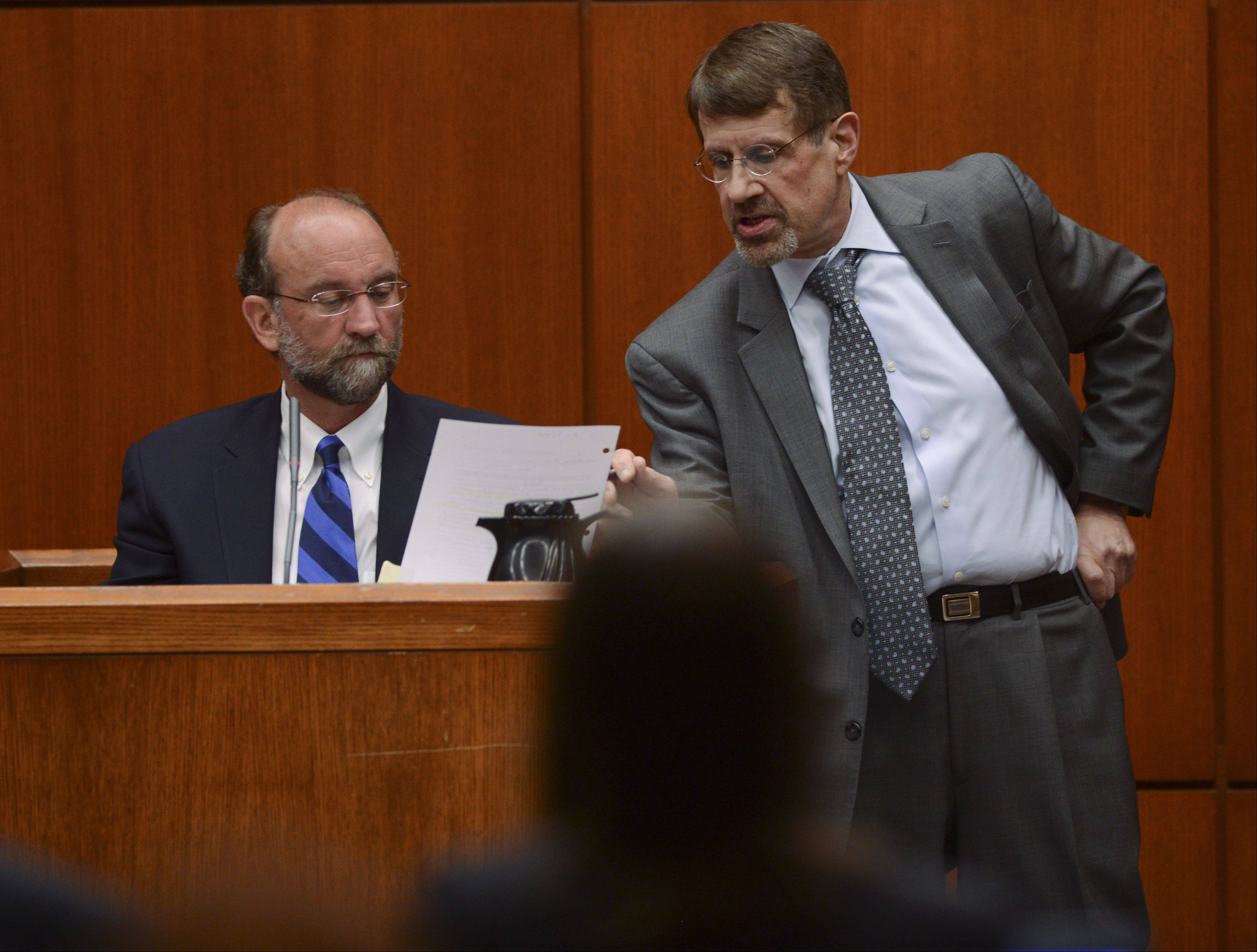 Forensic psychologist John Murray looks at a medical report handed to him by defense attorney Richard Kling as he testifies about mental state of convicted murderer Jacob Nodarse on Tuesday at the trial of Nodarse's co-defendant, Johnny Borizov.