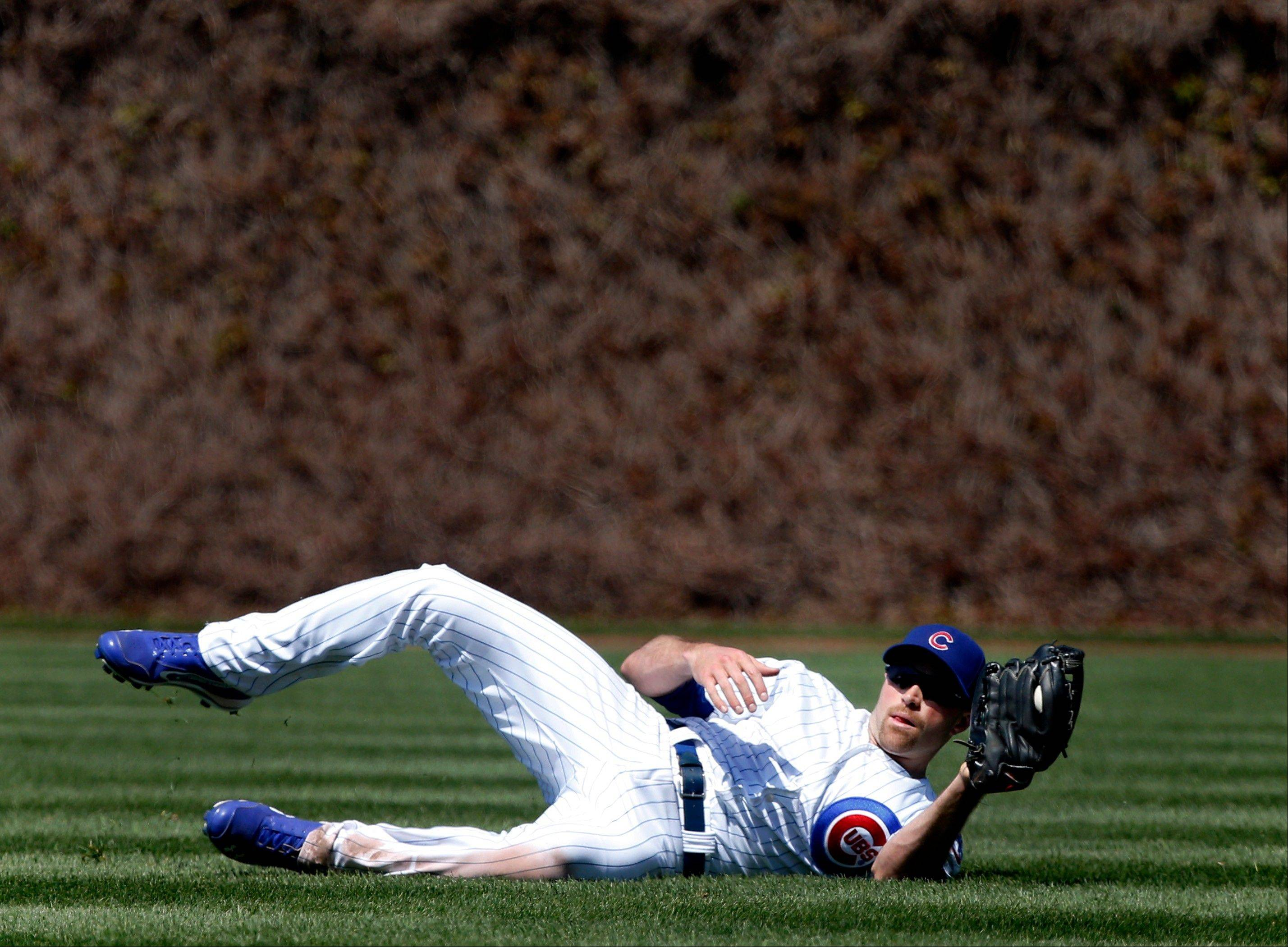 Nate Schierholtz makes a sliding catch of a shallow flyball hit by Allen Craig in the fifth inning of the Cubs' loss Wednesday.