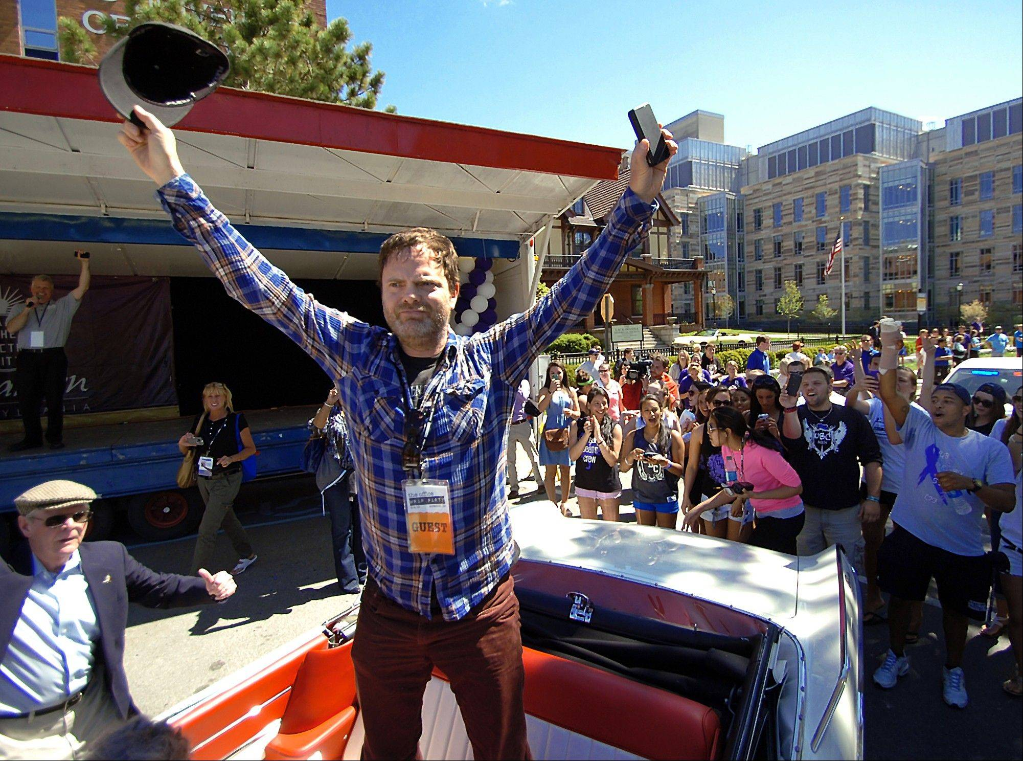 """The Office"" actor Rainn Wilson acknowledges thousands of locals fans during ""The Office"" Parade in Scranton, Pa."