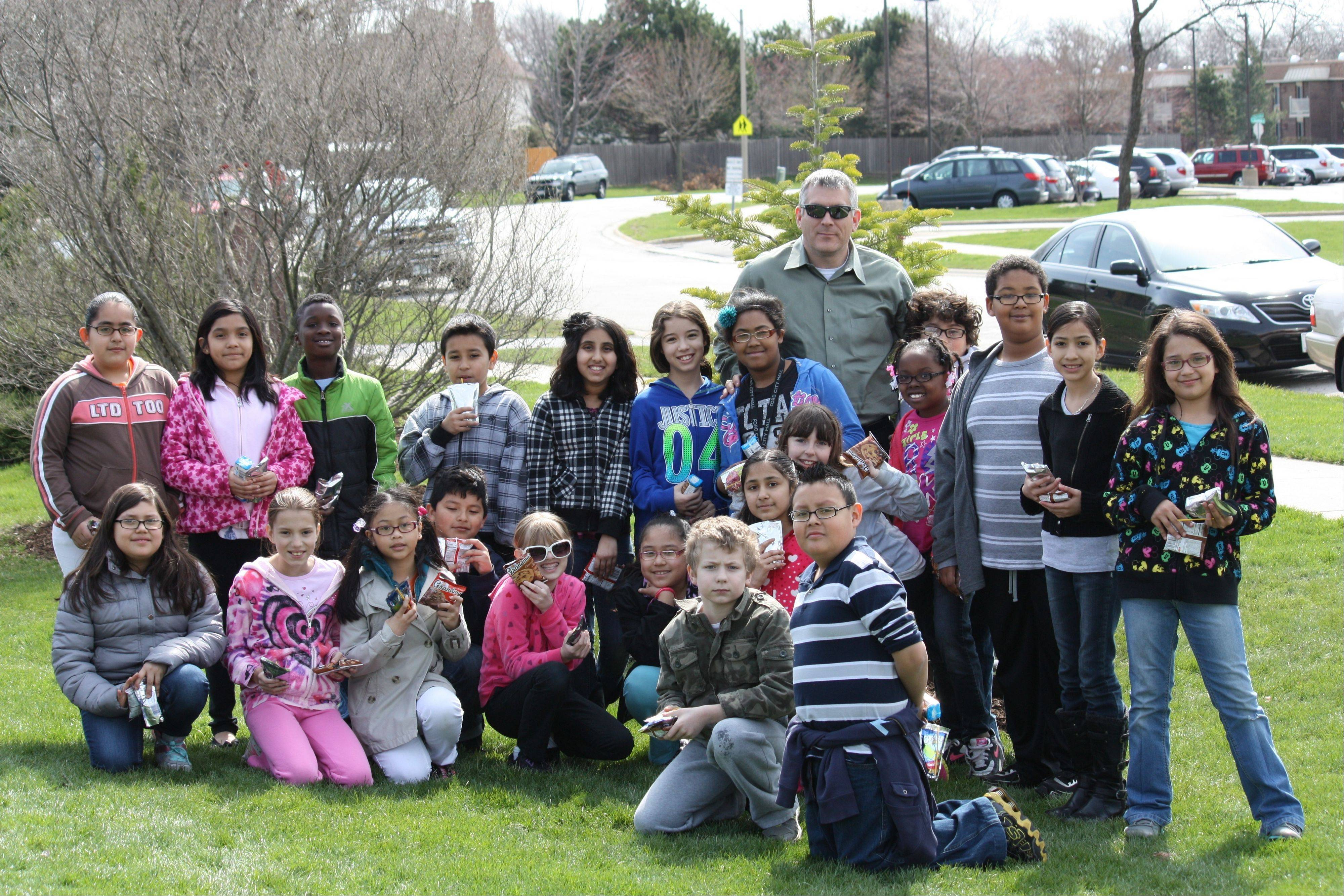Mrs. Angelaccio's fourth-grade class from Lake Louise with Mayor Jim Schwantz at Doug Lindberg Park.