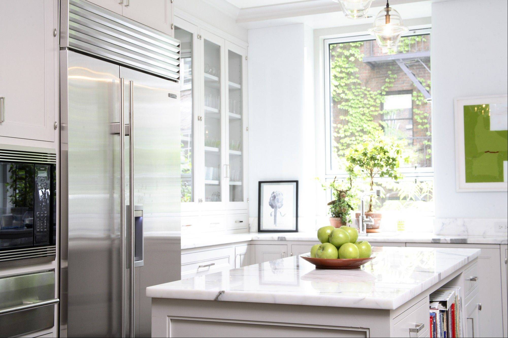 Decorator Connie Newberry worked with architect Sam Mitchell on this traditional kitchen with modern twists.