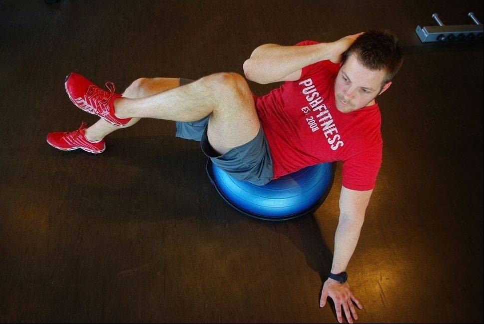 BOSU crunch with leg tuck