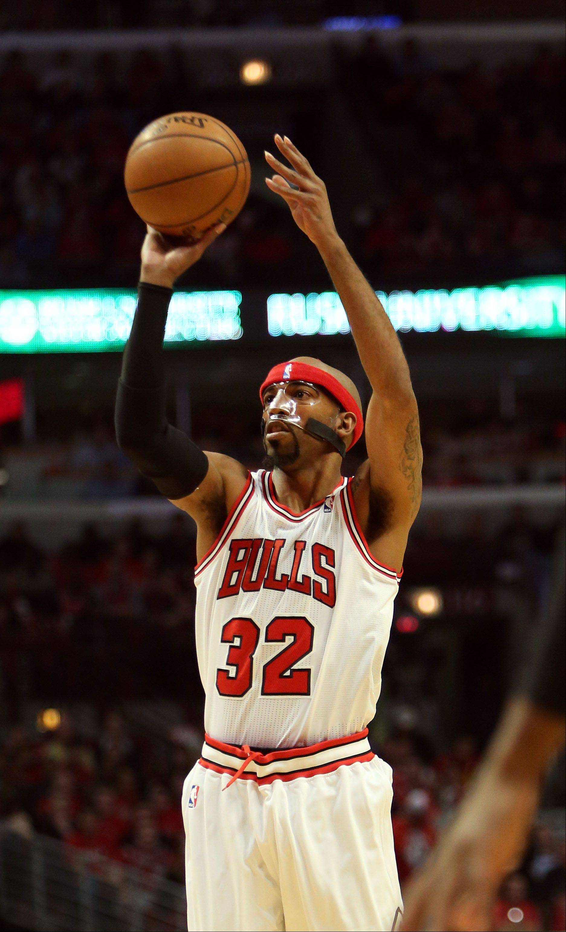 Chicago Bulls shooting guard Richard Hamilton shoots.