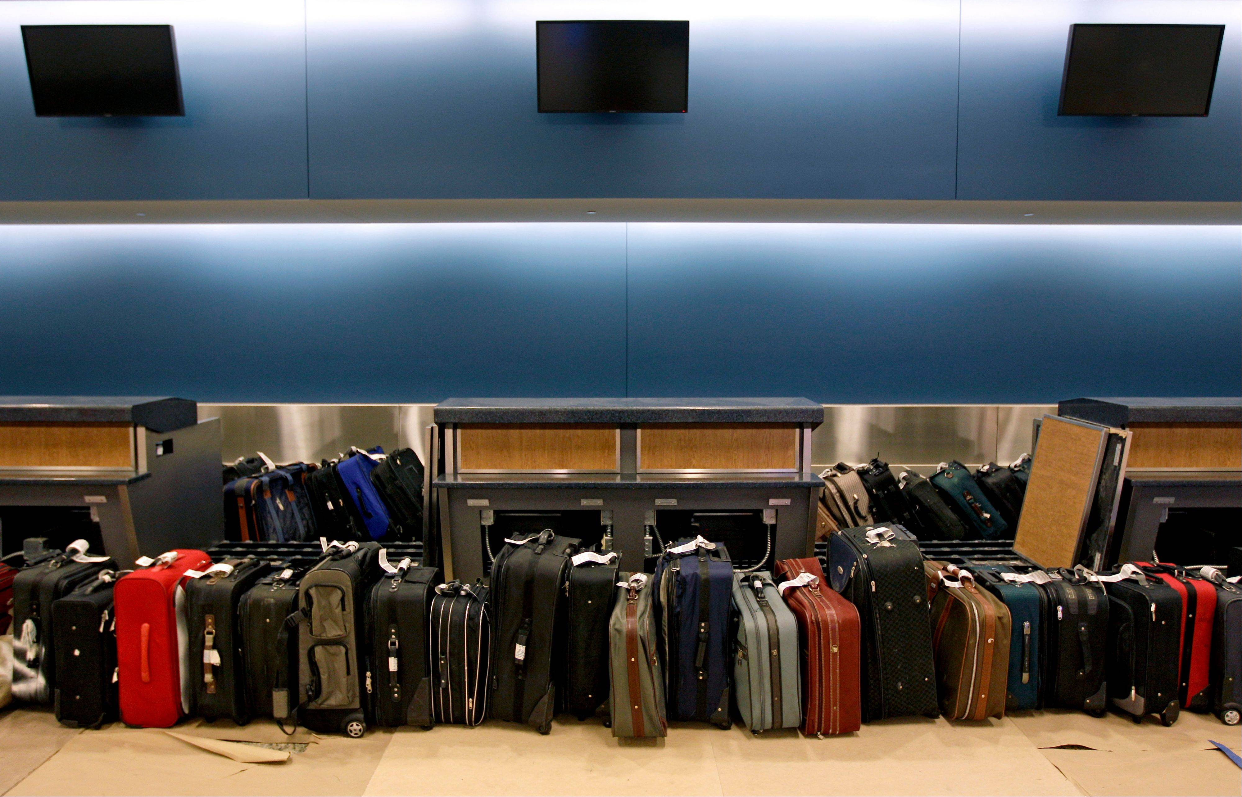 U.S. airlines collected more than $6 billion in baggage and reservation change fees from passengers in 2012, the highest amount since the fees became common five years ago.
