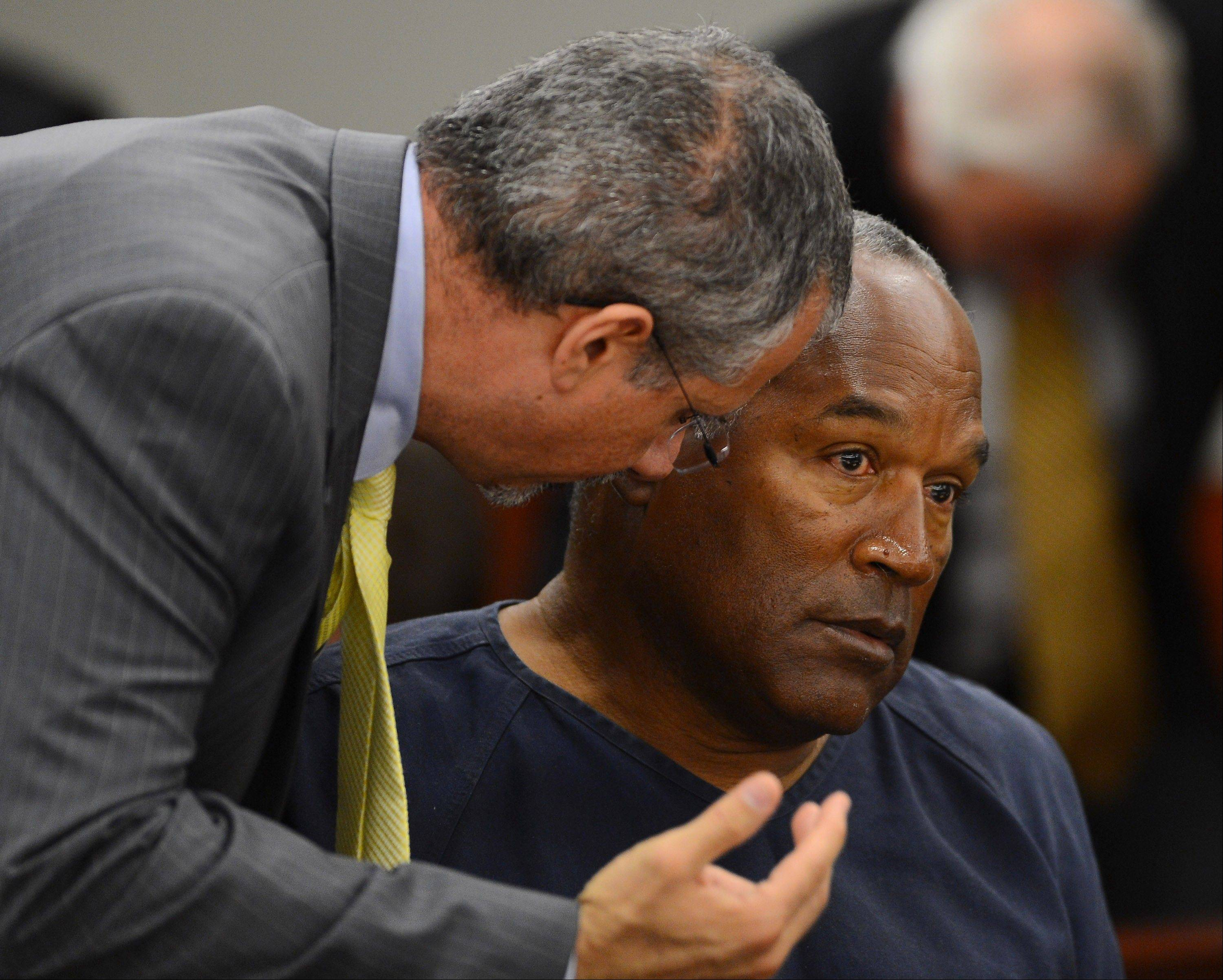 Defense attorney Ozzie Fumo, left, confers with his client, O.J. Simpson during an evidentiary hearing for Simpson in Clark County District Court Tuesday in Las Vegas.