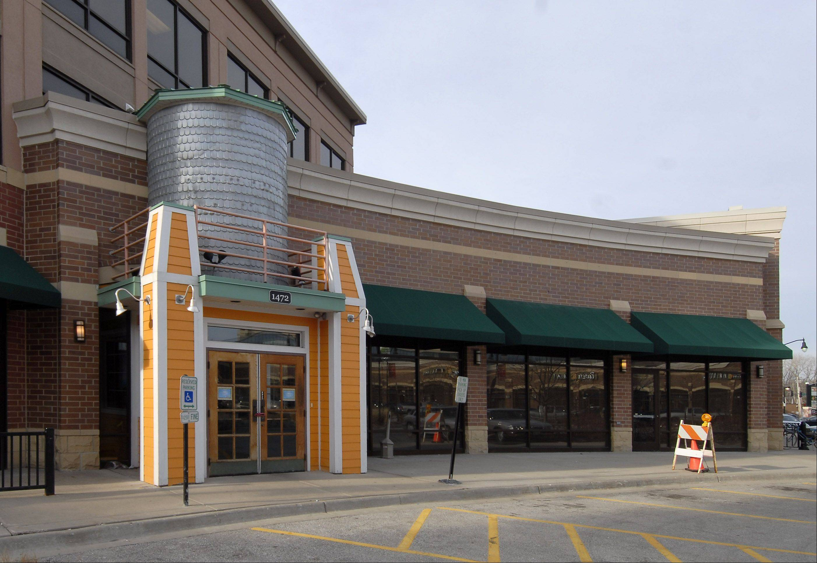 Tap House Grill is looking to take over the former Cheeseburger in Paradise restaurant site in Des Plaines' Metropolitan Square. The city council will review the proposal June 3.