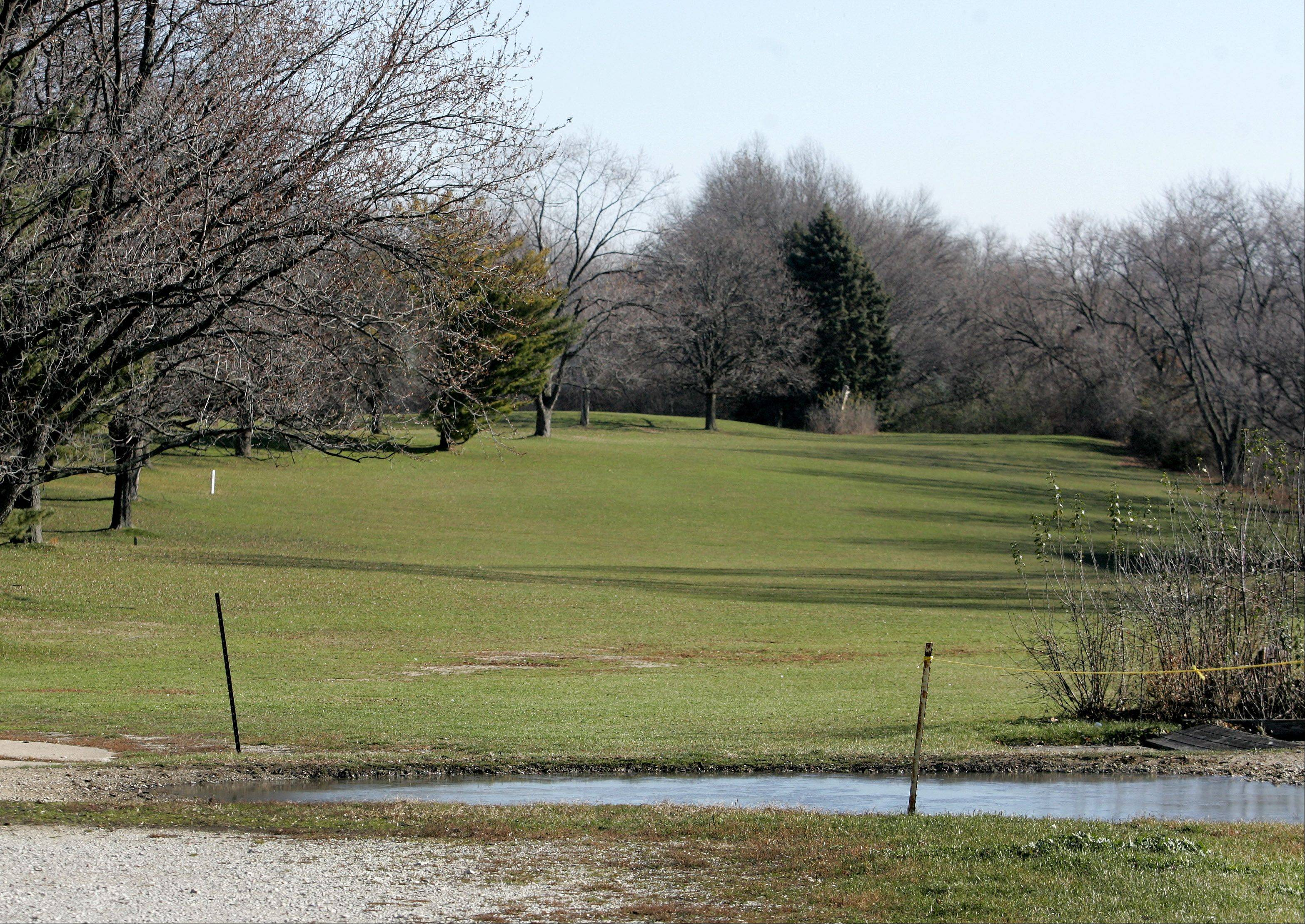 The Ken-Loch Golf Links property in an unincorporated area near Lombard is for sale, and a developer looking to buy it wants to build apartments and townhouses. The land is identified as open space in Lombard planning documents, but trustees gave preliminary approval Thursday to a land-use recommendation that would allow up to a quarter of the site to be developed.