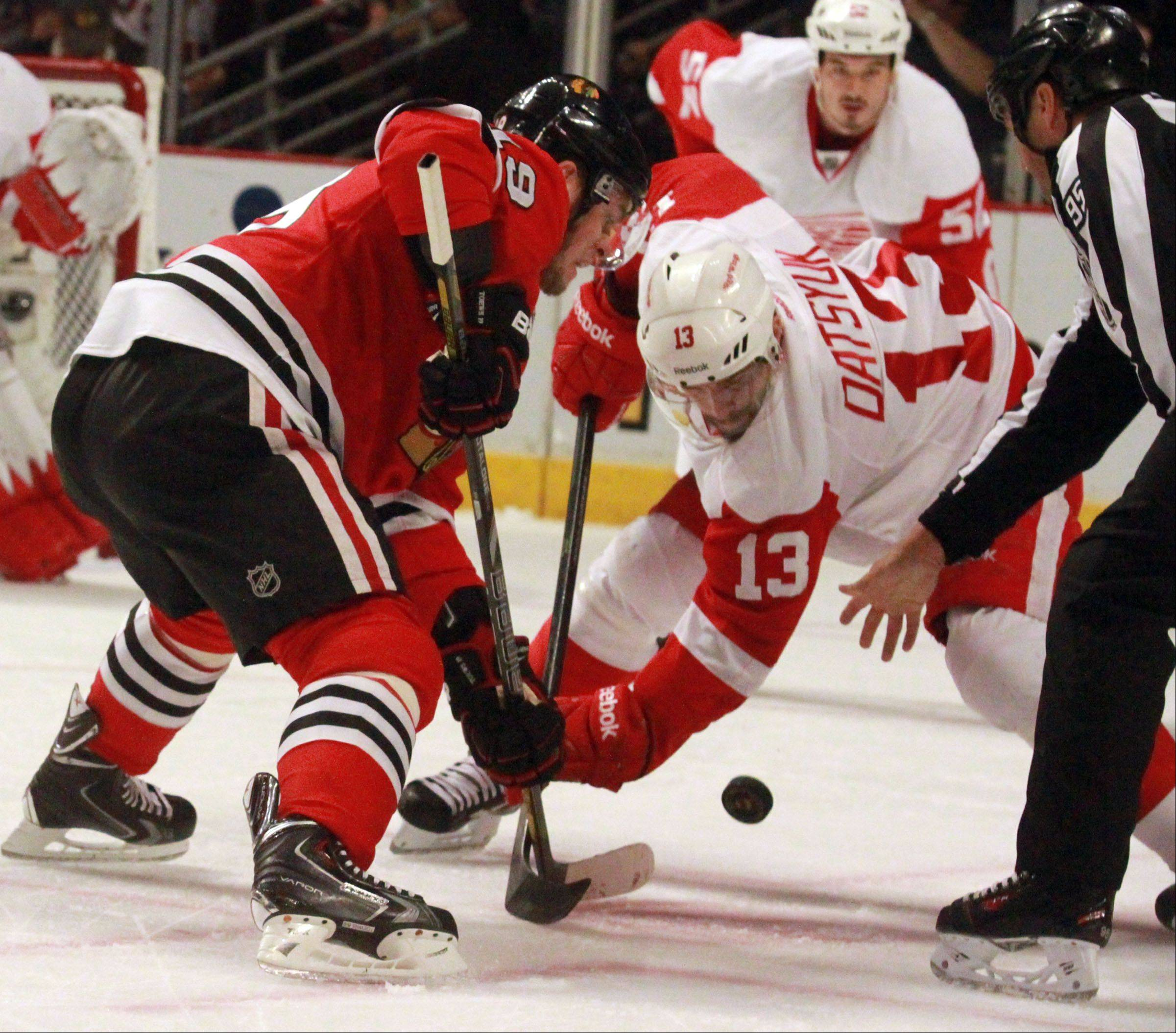 Jonathan Toews battles for a faceoff with Pavel Datsyuk of the Red Wings in Game 2 of the Western Conference semifinals at the United Center on Saturday. The Red Wings won 4-1 to tie the series at 1-1.
