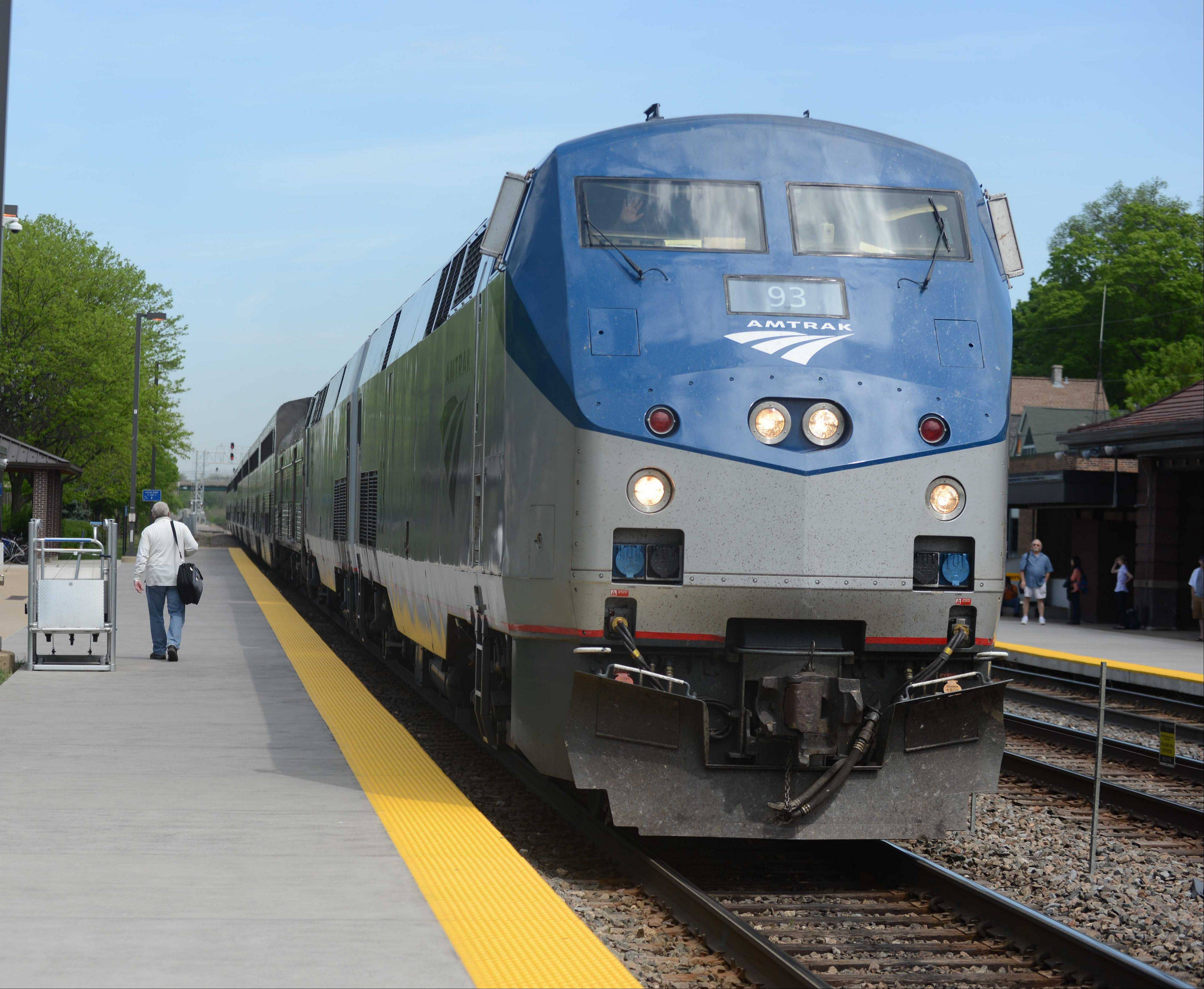 Amtrak's California Zephyr pulls into the Naperville Train station.