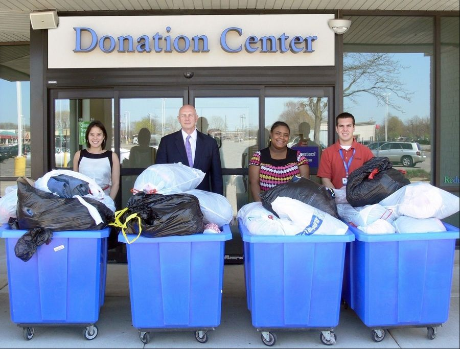 Alliant Credit Union employees donate clothing to Goodwill