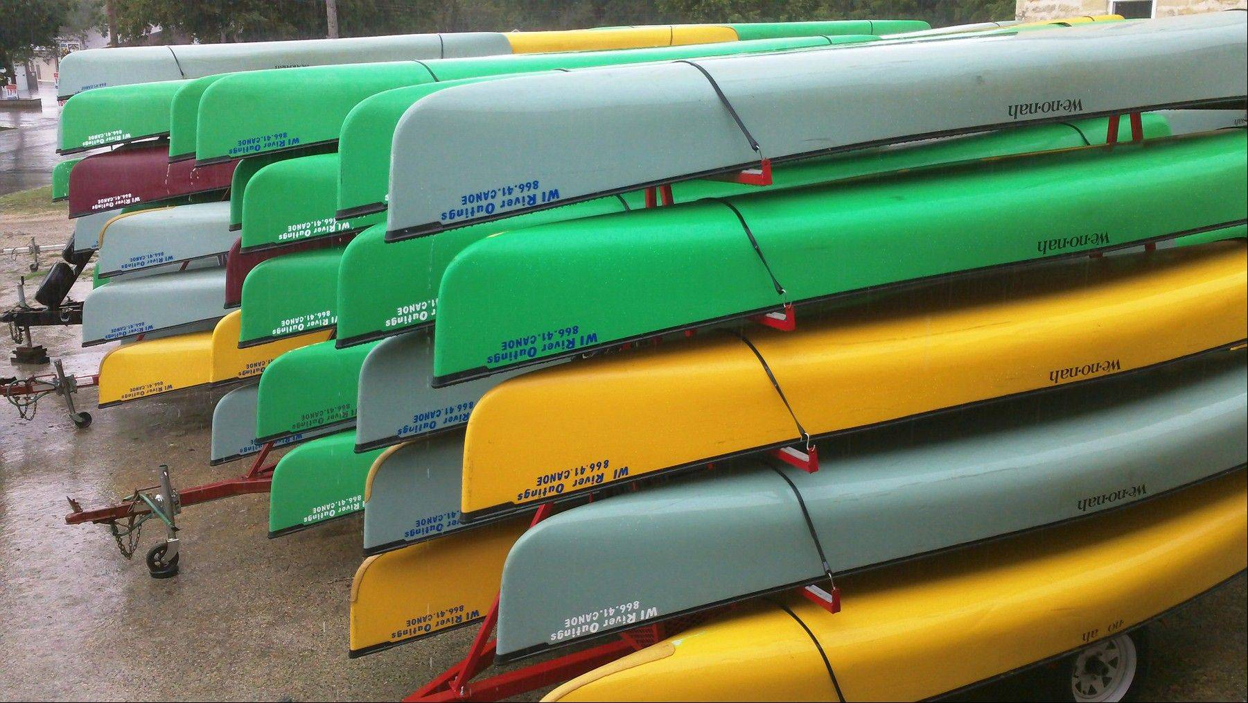 Trailers loaded with rental canoes and kayaks will be providing boat-less paddlers with convenient access to the Fox River for the Mid-American Canoe & Kayak Race on Sunday, June 2. Preregistration ends at noon Wednesday, May 29.