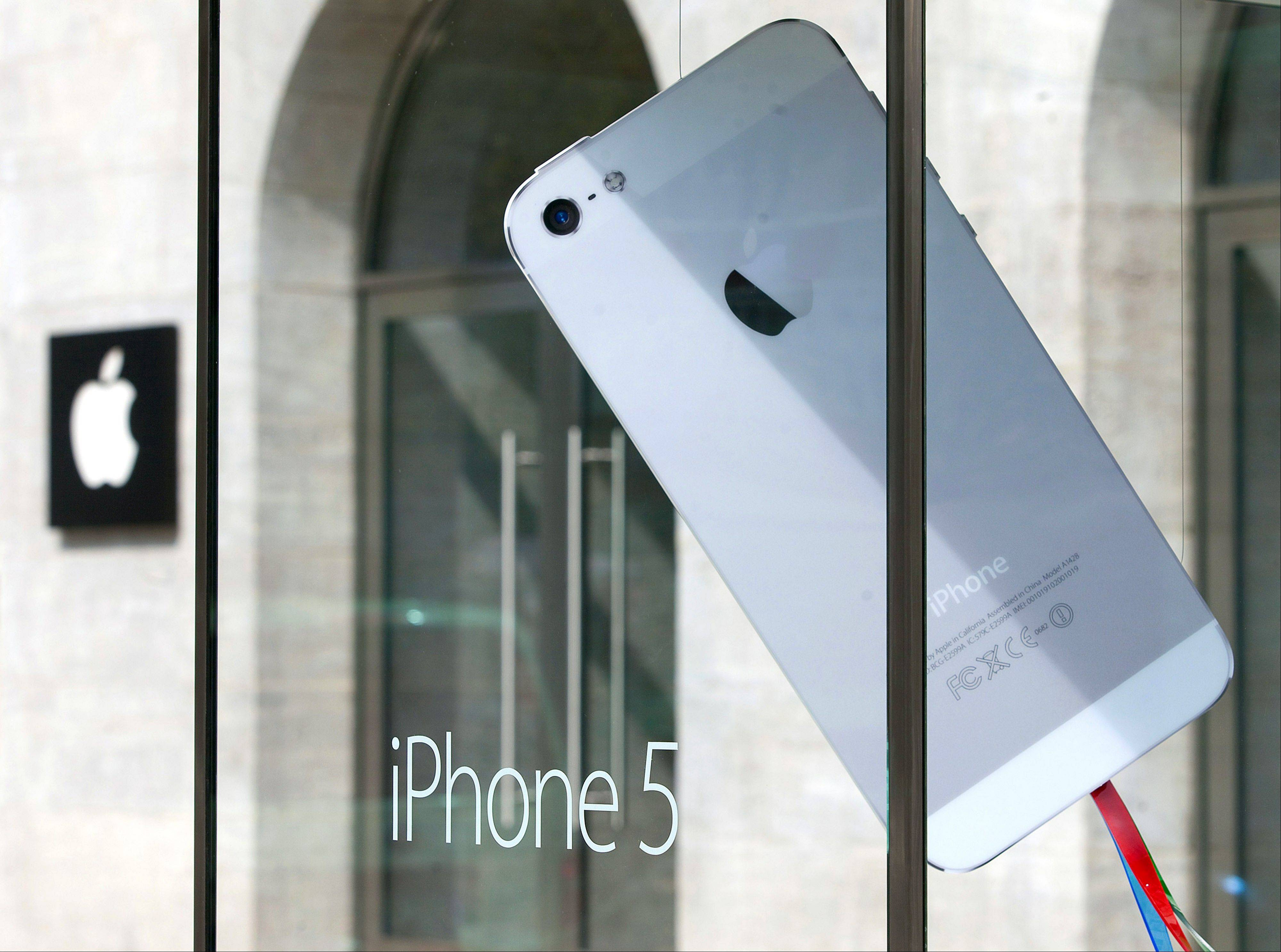 The Defense Department said in a statement that it has approved the use of government-issued Apple products running a version of the iOS 6 mobile platform.