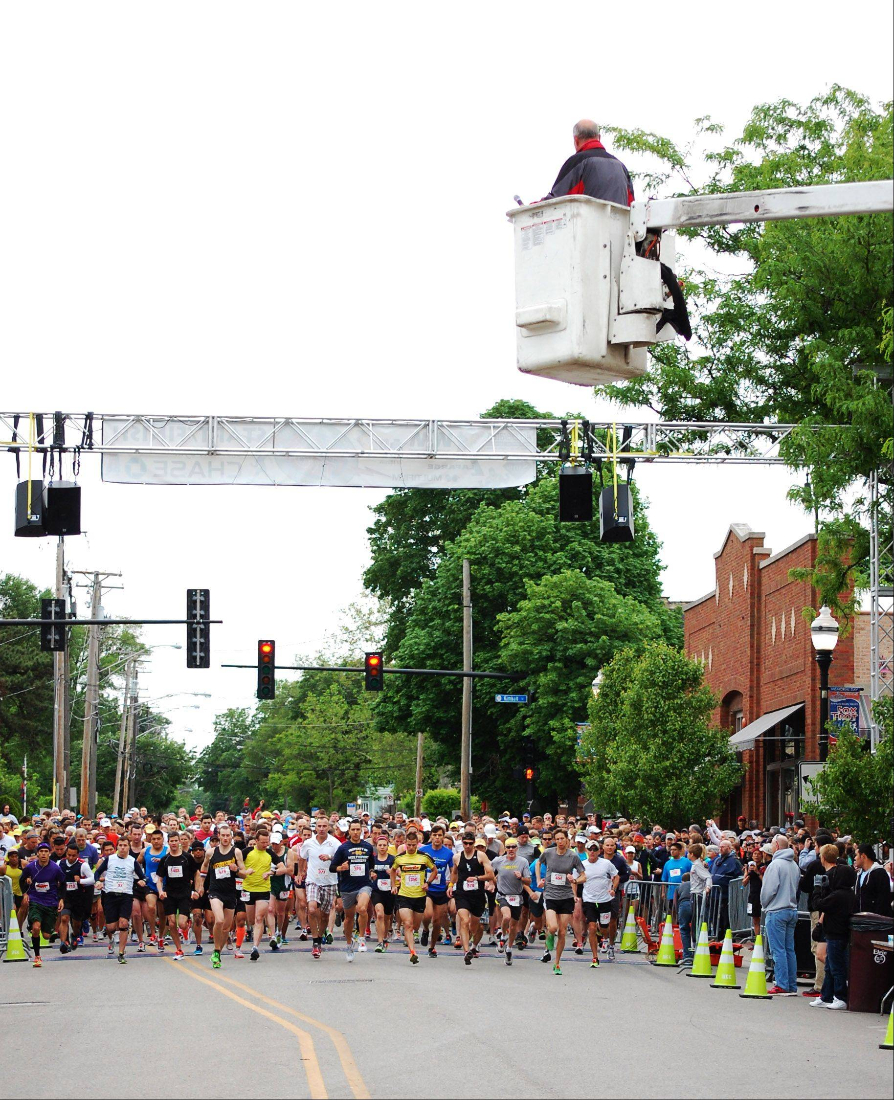 Saturday's Elgin Valley Fox Trot was kicked off by Elgin Mayor David Kaptain. The Fox trot consisted of a 5K race, a 10-mile race, and a 2-mile walk in downtown Elgin.