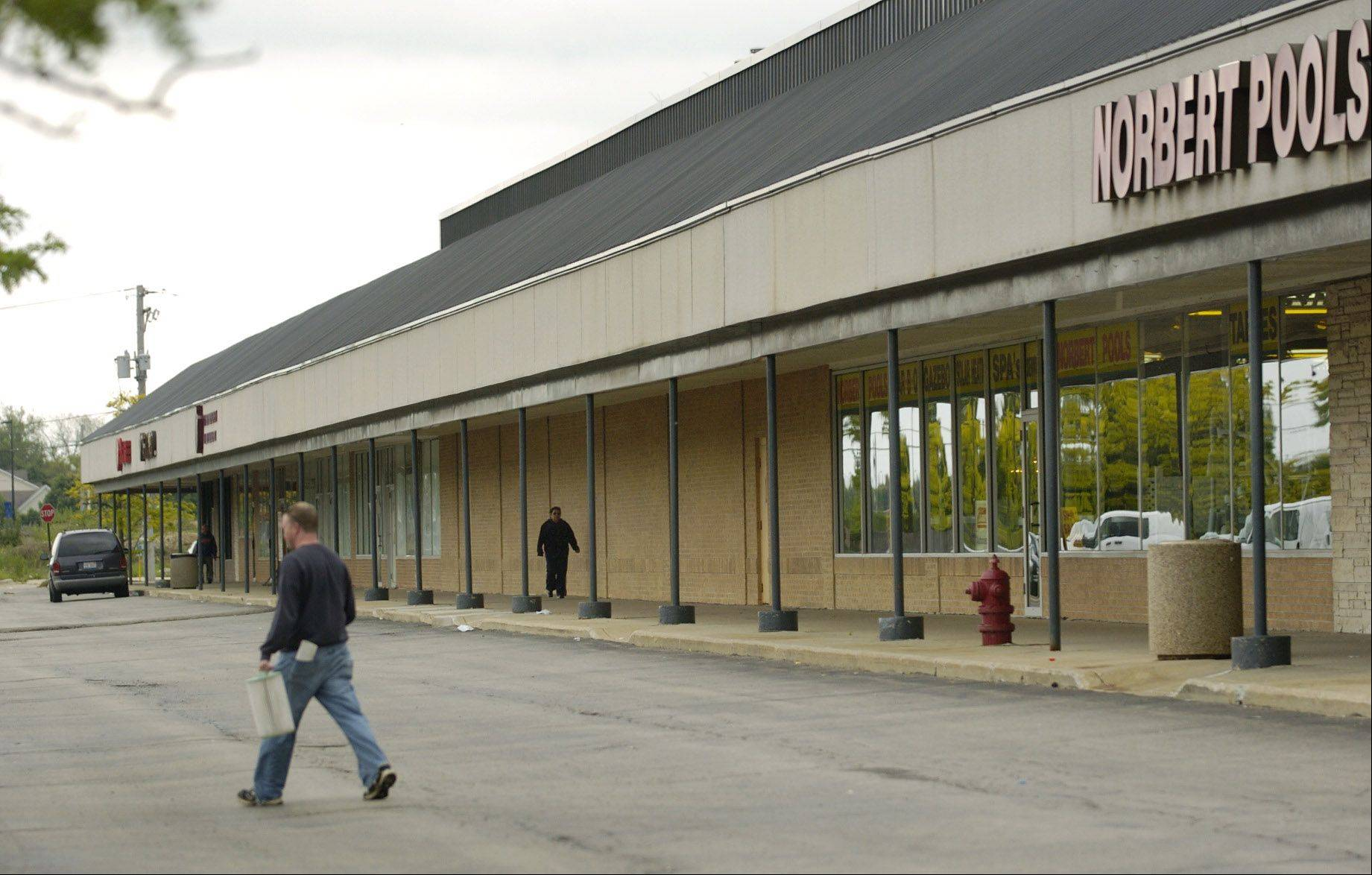 Harper College, Elgin Community College and workNet plan to open an extension site at the former Norbert Pools in the Hanover Square shopping center.
