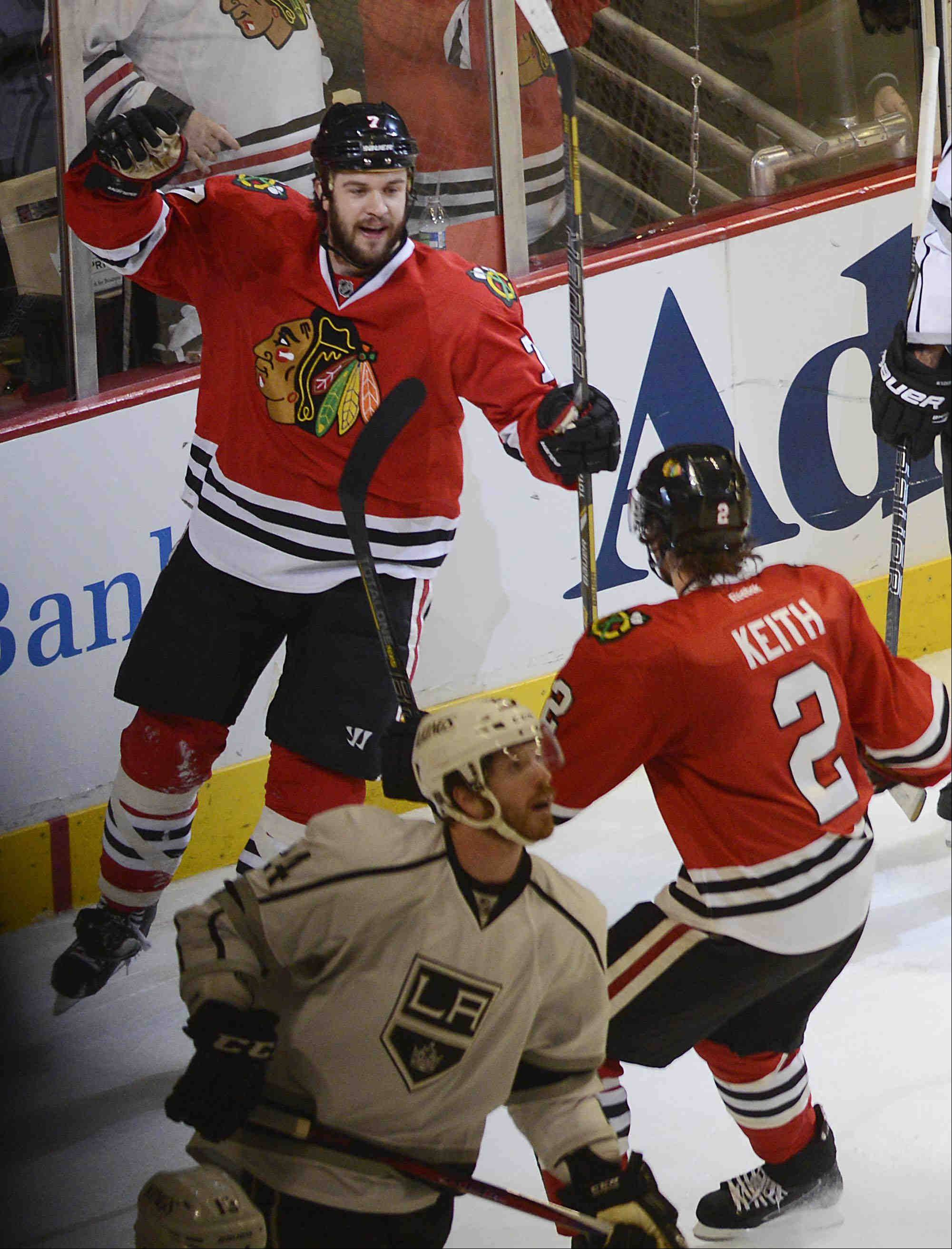 Fast, furious Blackhawks pound Kings in Game 2