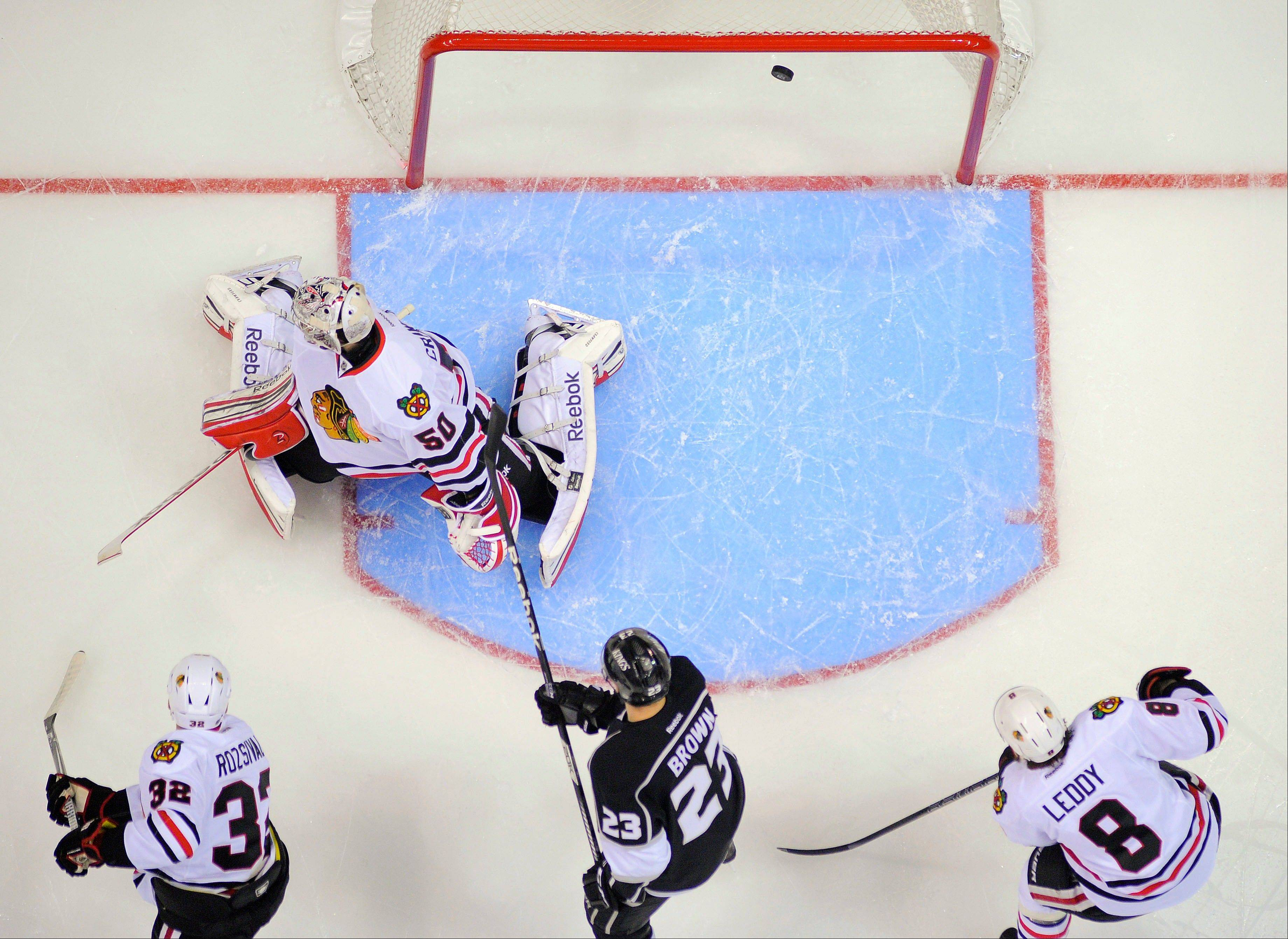 Kings grab momentum from Blackhawks with Game 3 win