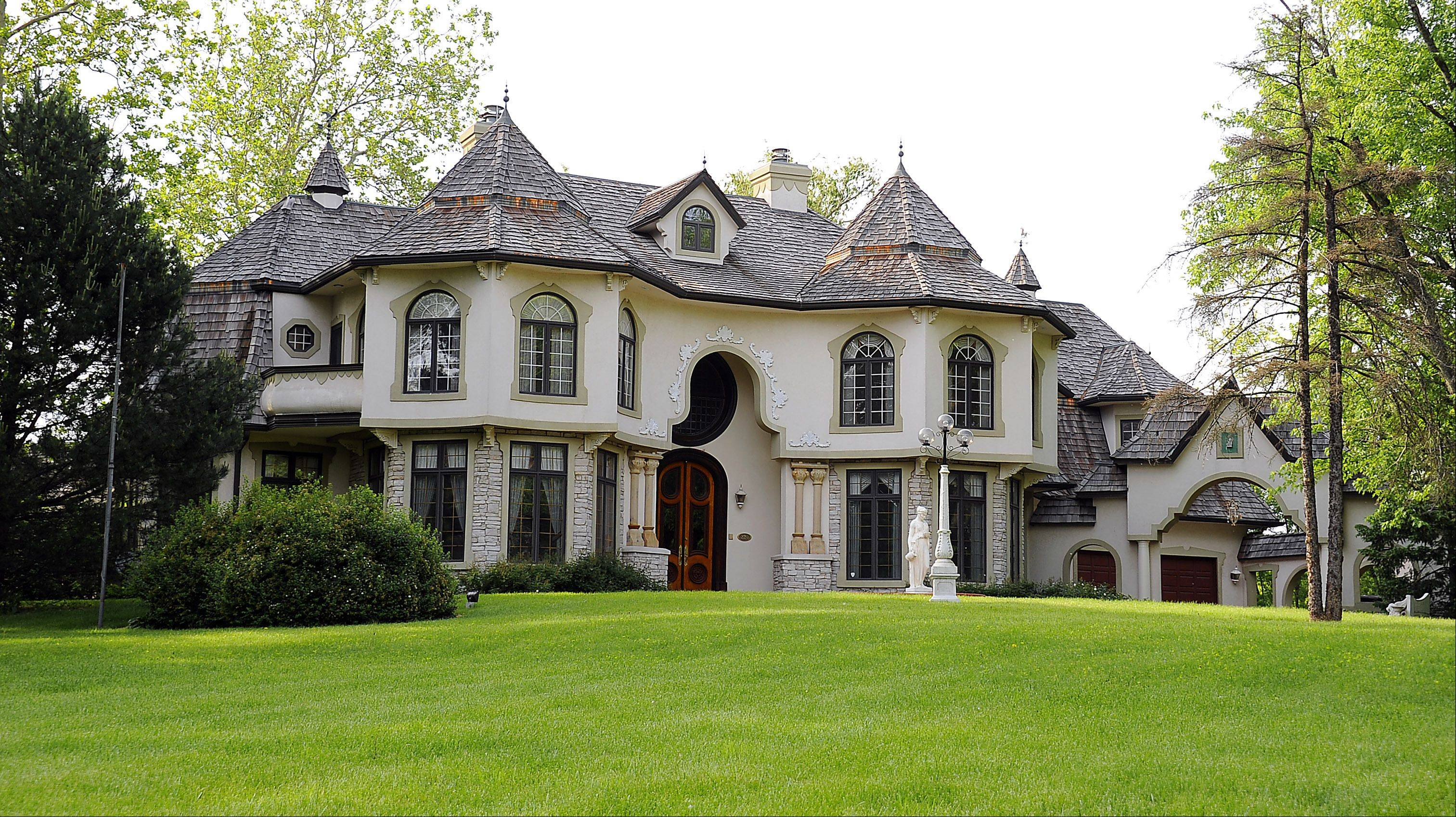 "The producers of ""The Capones"" wanted to film in this Inverness mansion, but the gangster's descendants actually own a pizzeria in Lombard."