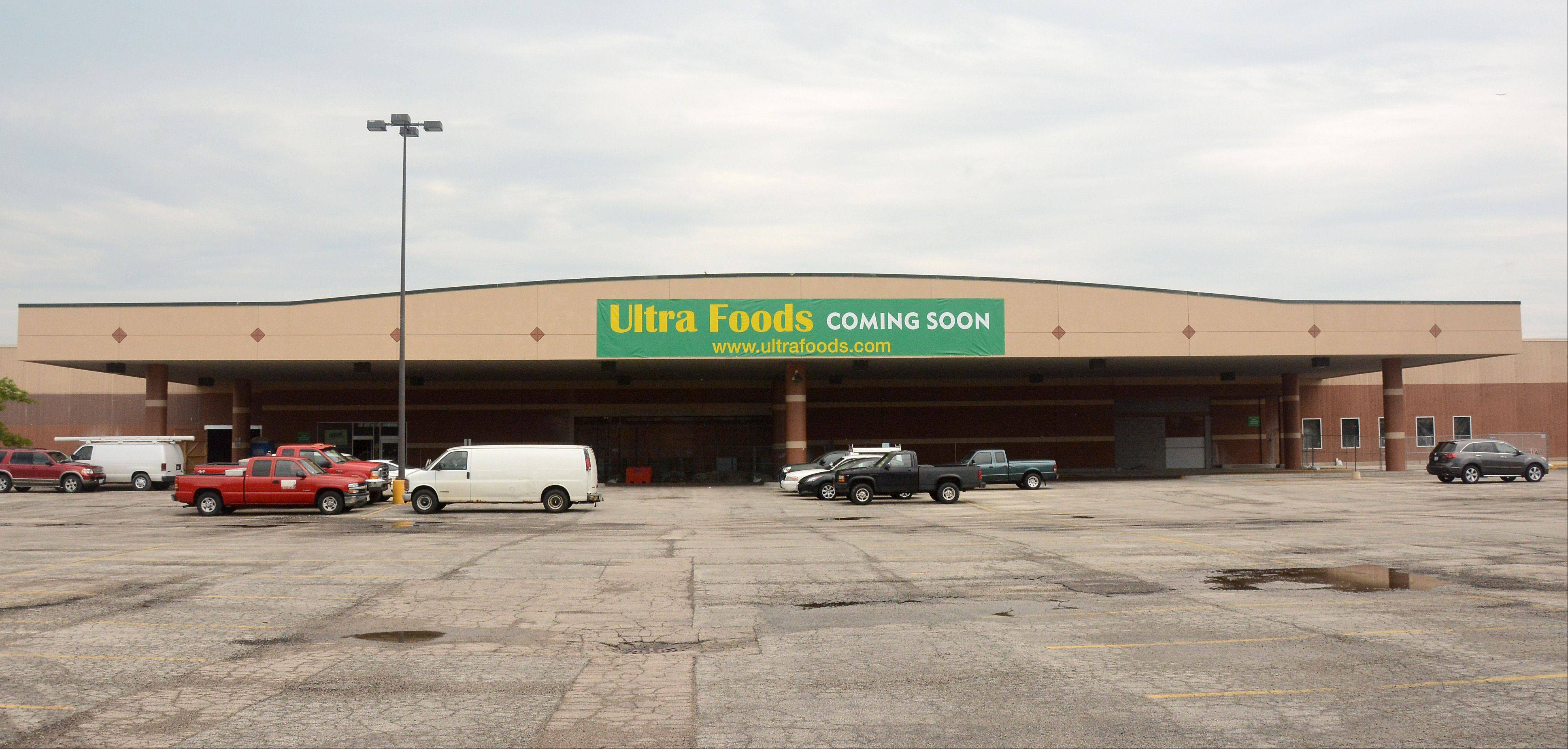 The Ultra Foods under construction on Rand Road.