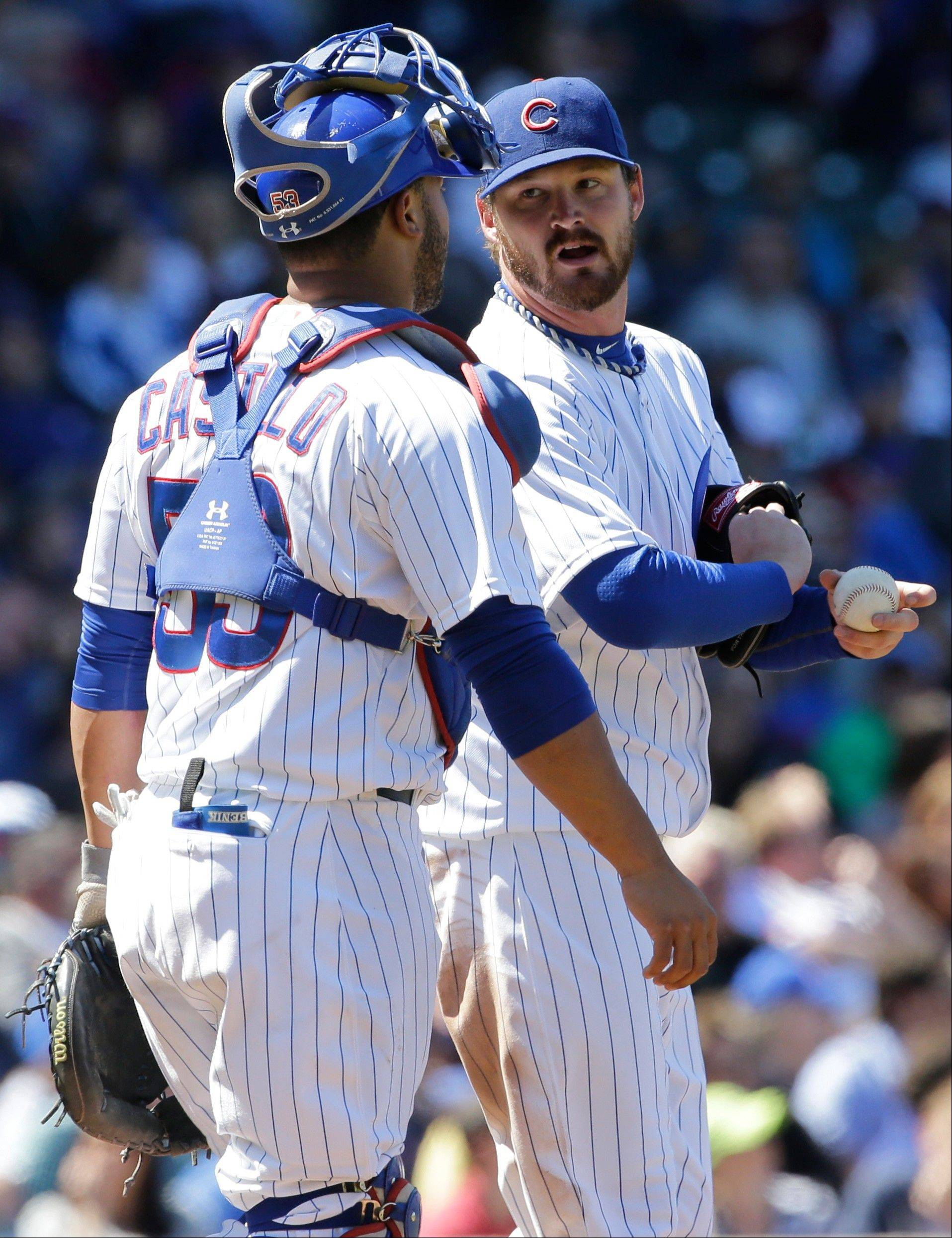 Cubs starter Travis Wood talks to catcher Welington Castillo after the Pirates� Russell Martin hit an RBI-double in the sixth inning Friday at Wrigley Field.