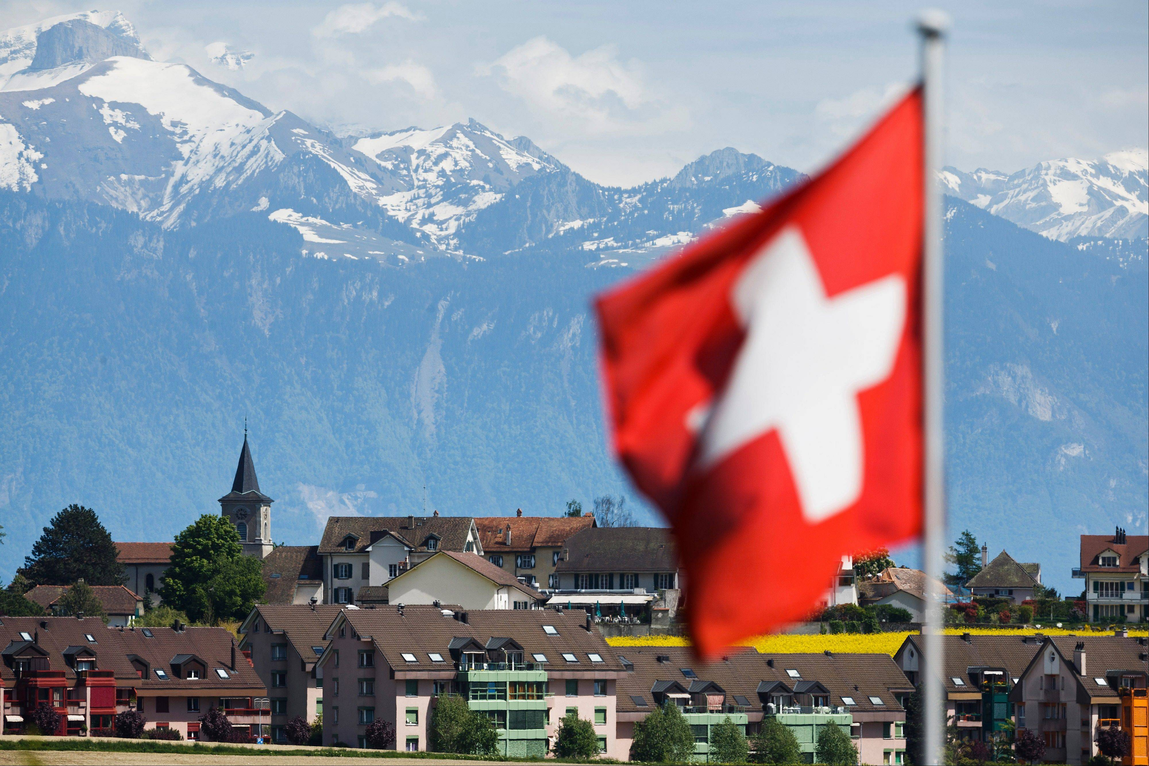 "Swiss lawmakers in the lower house of parliament are demanding more information on what they called a ""black box"" agreement to allow the country's banks to cooperate with the U.S. to end a tax evasion dispute."